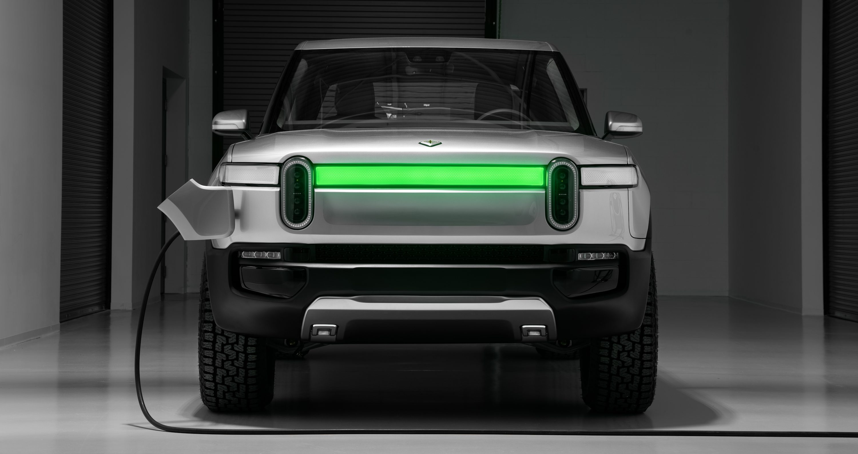 E. Rivian_R1T_Front_Charge_Indicator