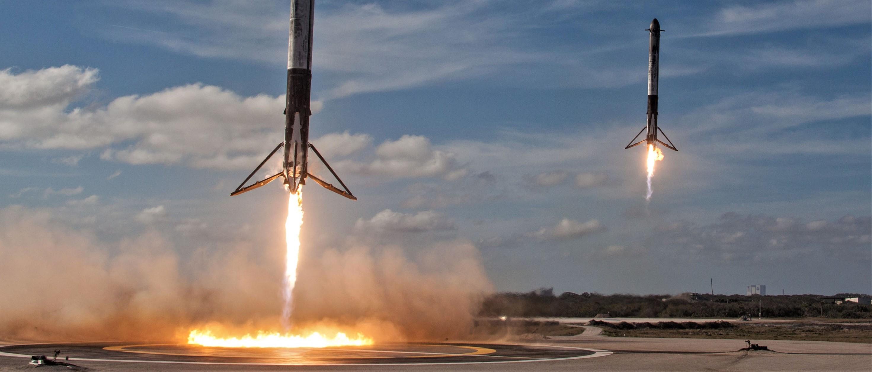 Falcon Heavy side booster landings (SpaceX) crop