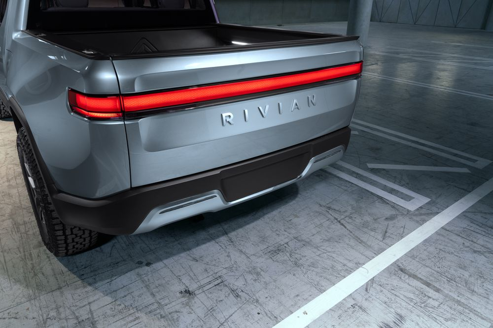 H._Rivian_R1T_Tailgate_Closed