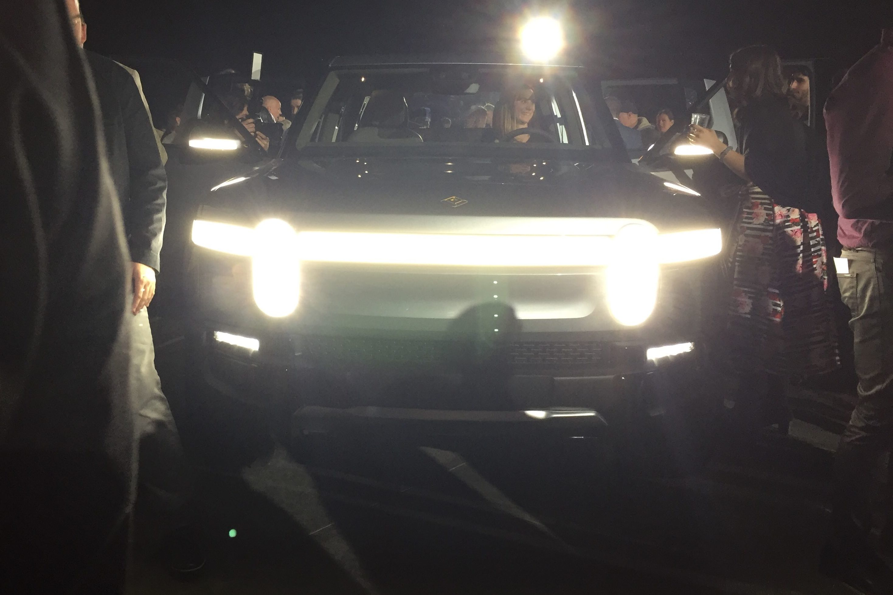 First Close Look At Rivian S R1t Ahead Of La Auto Show Debut