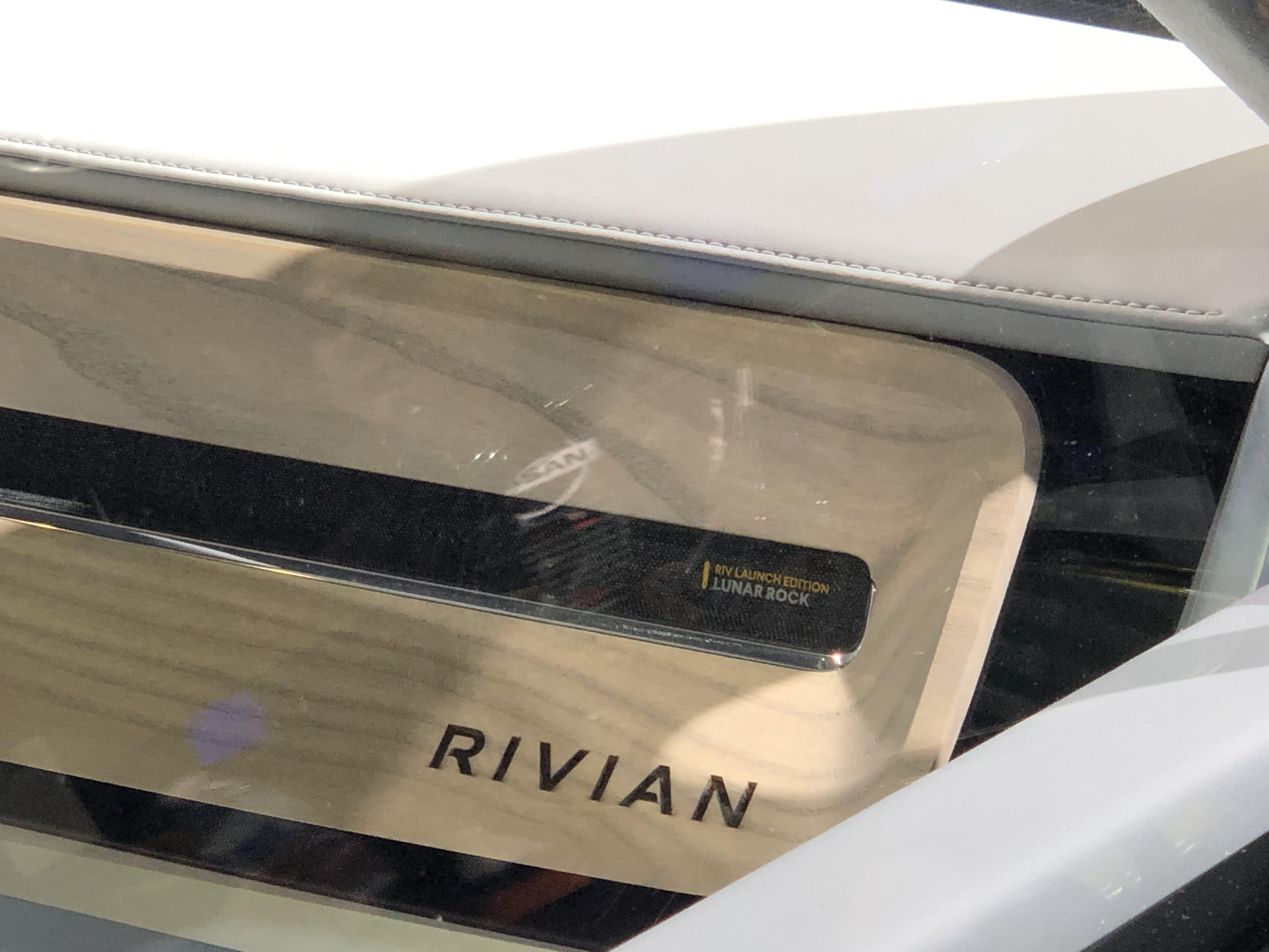 rivian-r1t-r1s-details-18