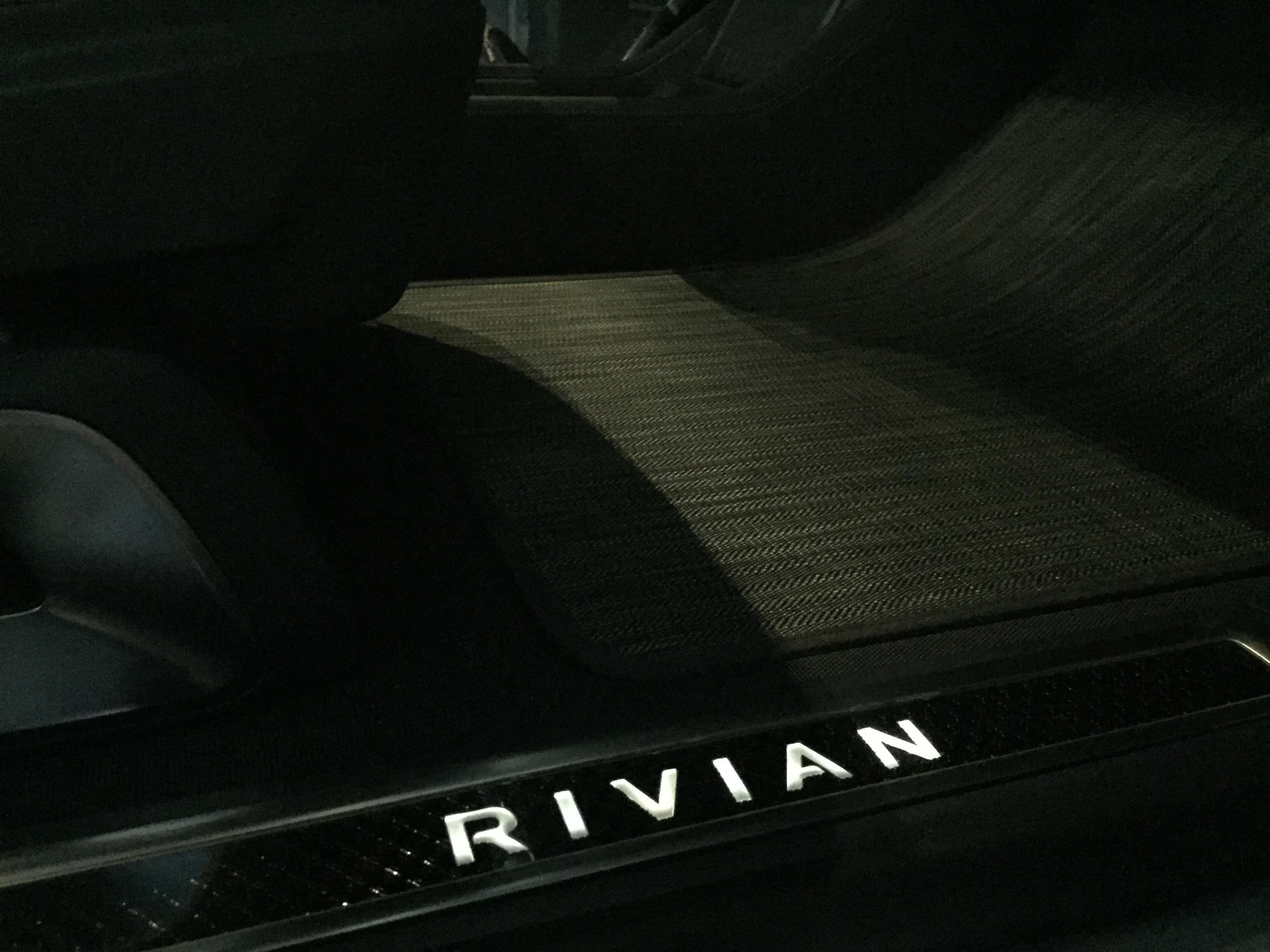rivian-r1t-r1s-details-4