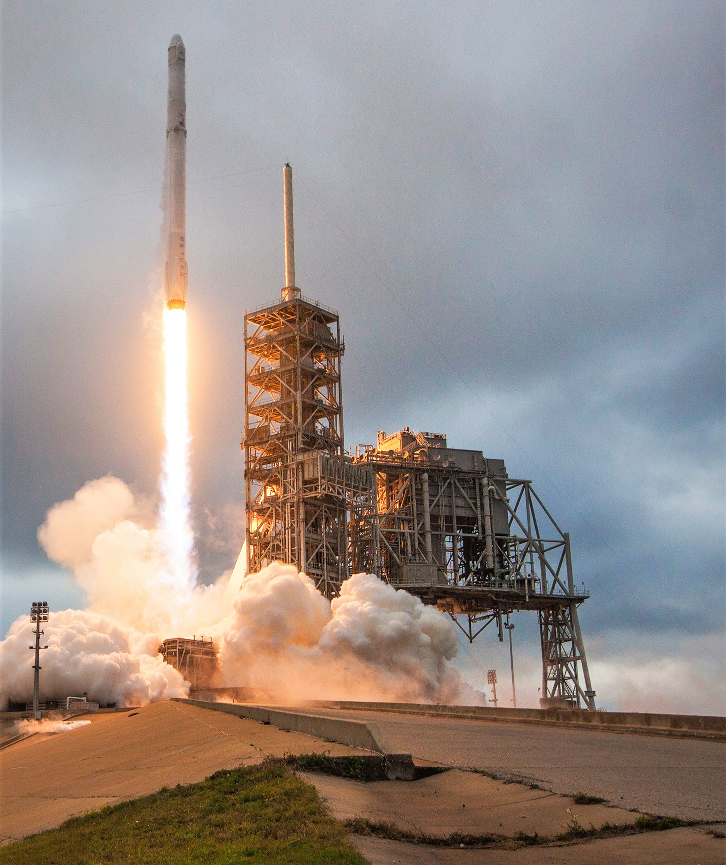 CRS-10 39A Falcon 9 (SpaceX) 1