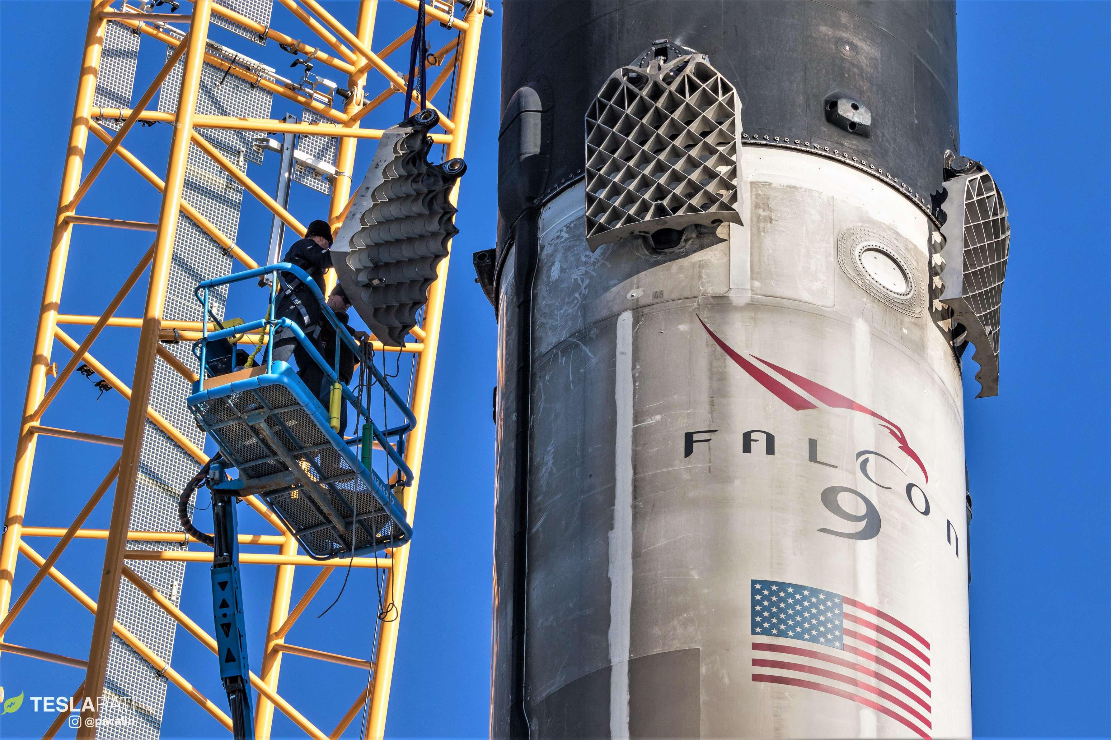 Falcon 9 B1046 SSO-A grid fin removal 120818 (Pauline Acalin) (33)(c)
