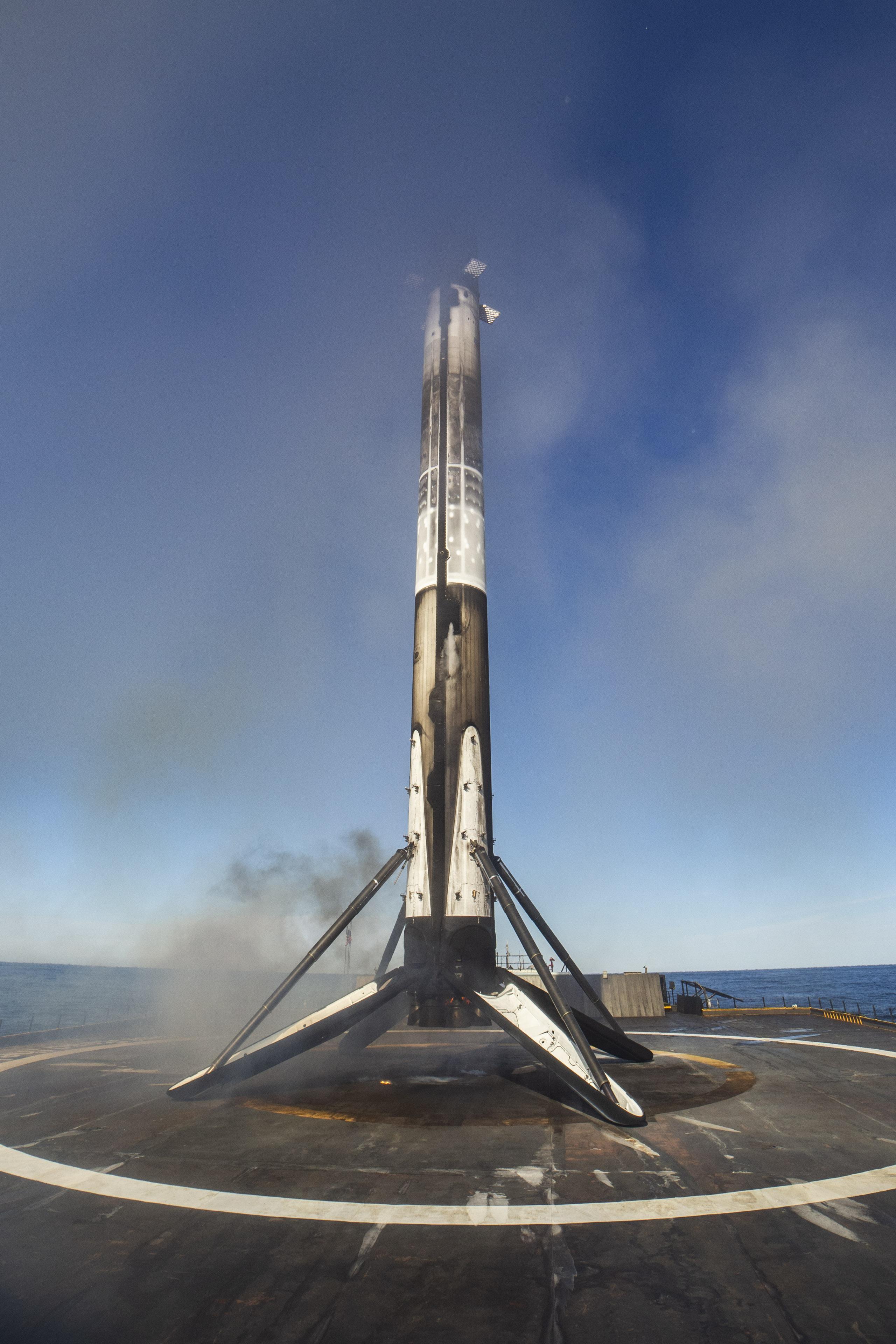 Falcon 9 B1046 SSO-A third landing (SpaceX) 3(c)