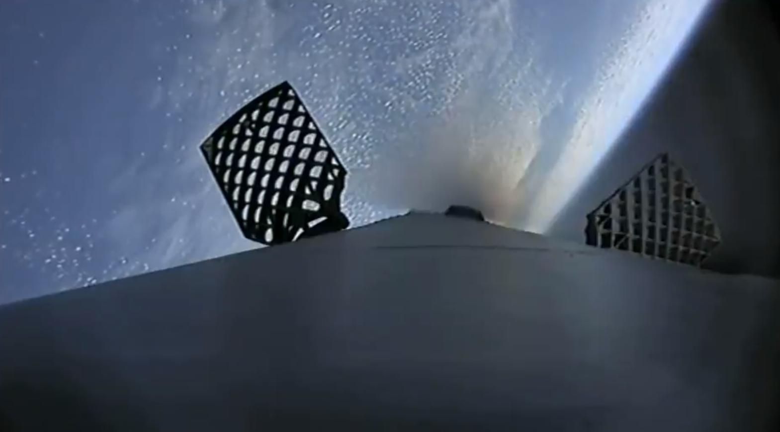 Falcon 9 B1050 CRS-16 landing (SpaceX) 2