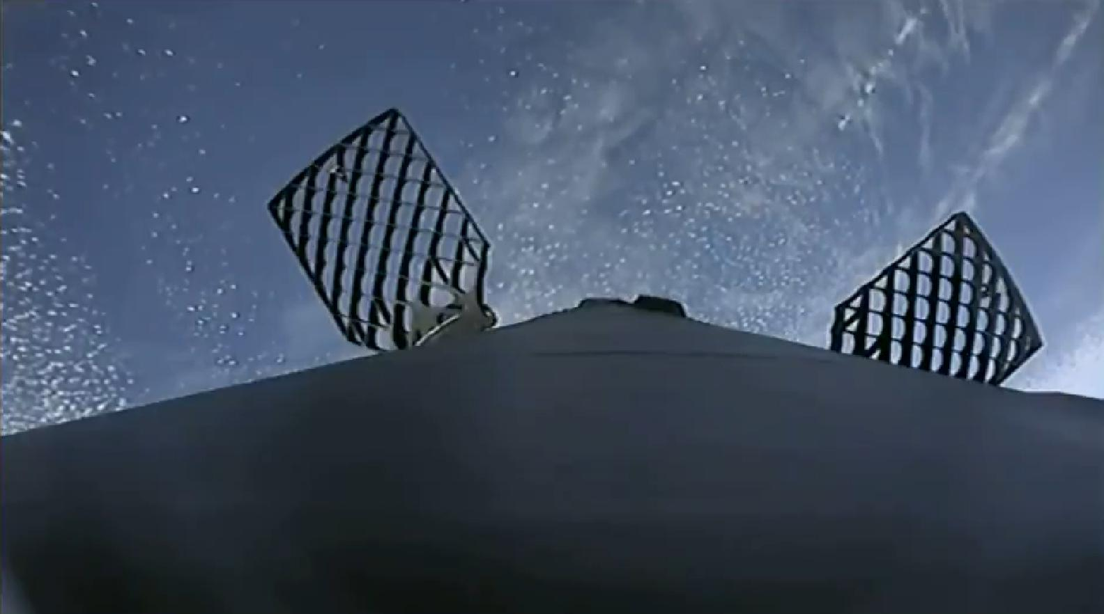 Falcon 9 B1050 CRS-16 landing (SpaceX) 3