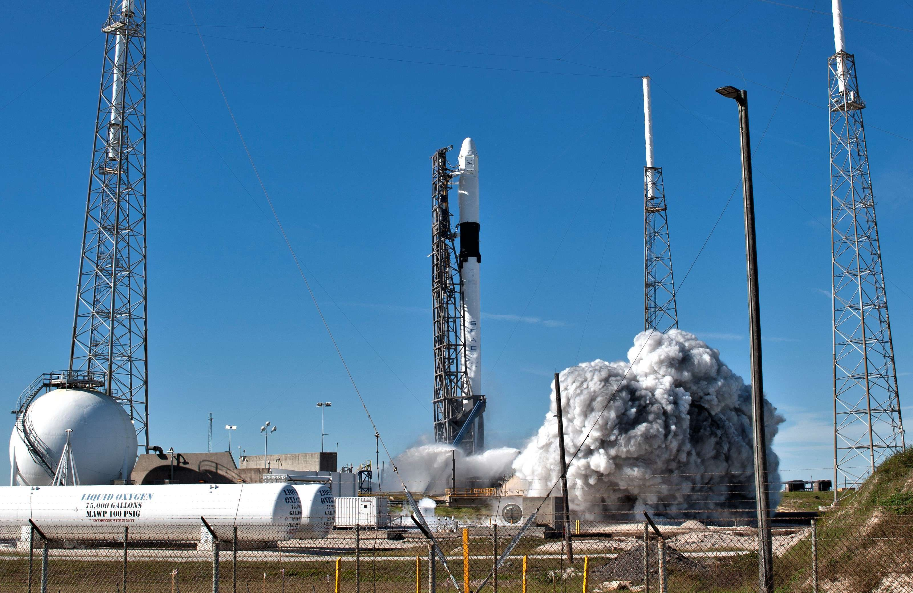 Falcon 9 B1050 Cargo Dragon CRS-16 launch (NASA) 5(c)