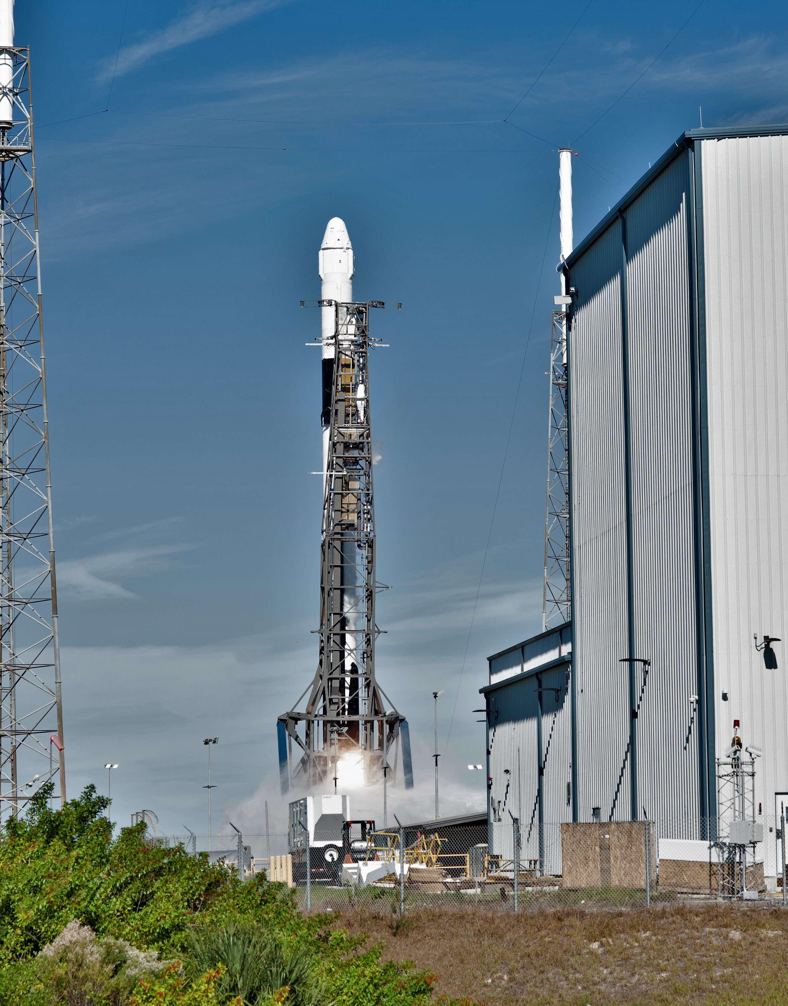 Falcon 9 B1050 Cargo Dragon CRS-16 launch (NASA) 6(c)