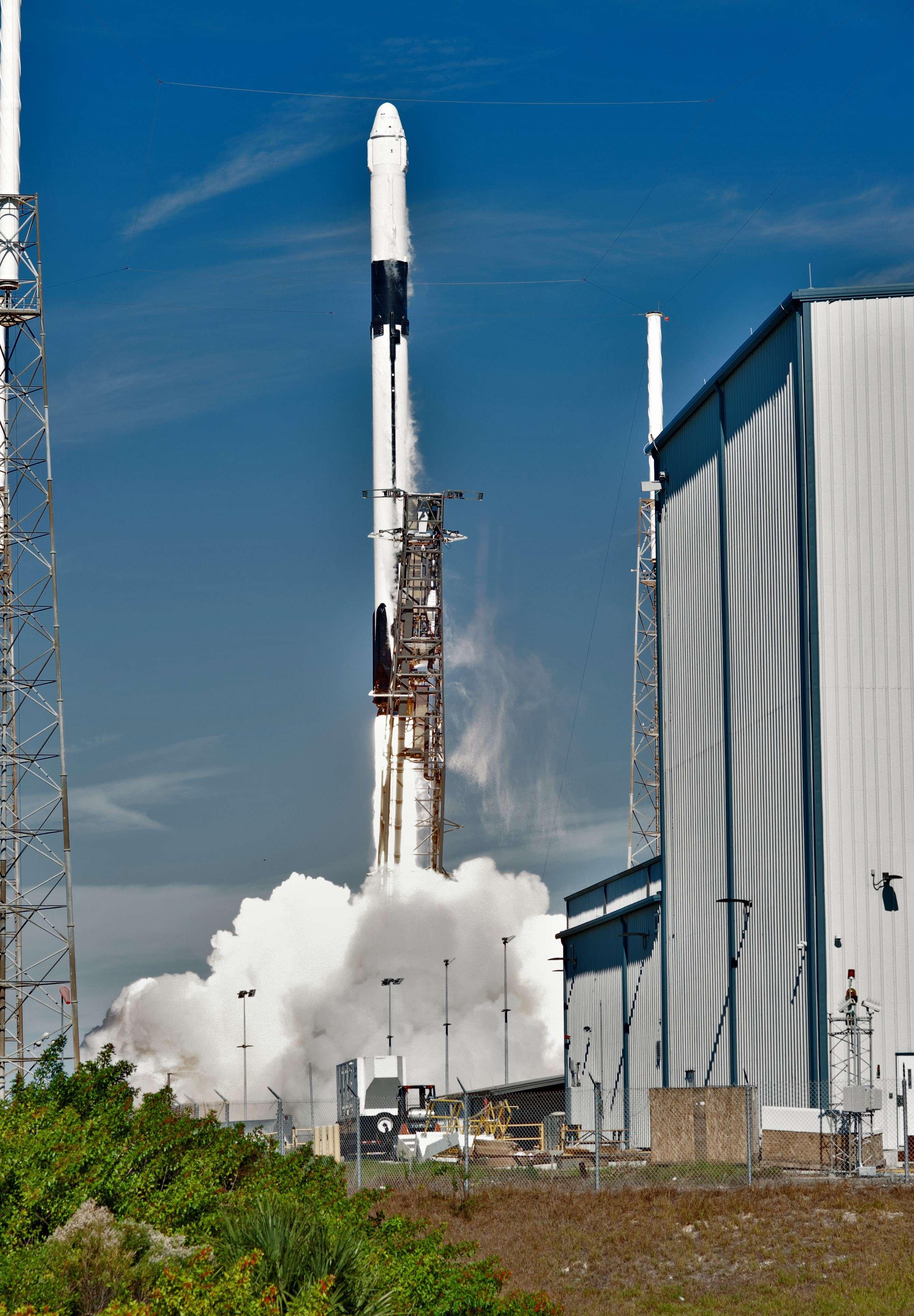 Falcon 9 B1050 Cargo Dragon CRS-16 launch (NASA) 8(c)