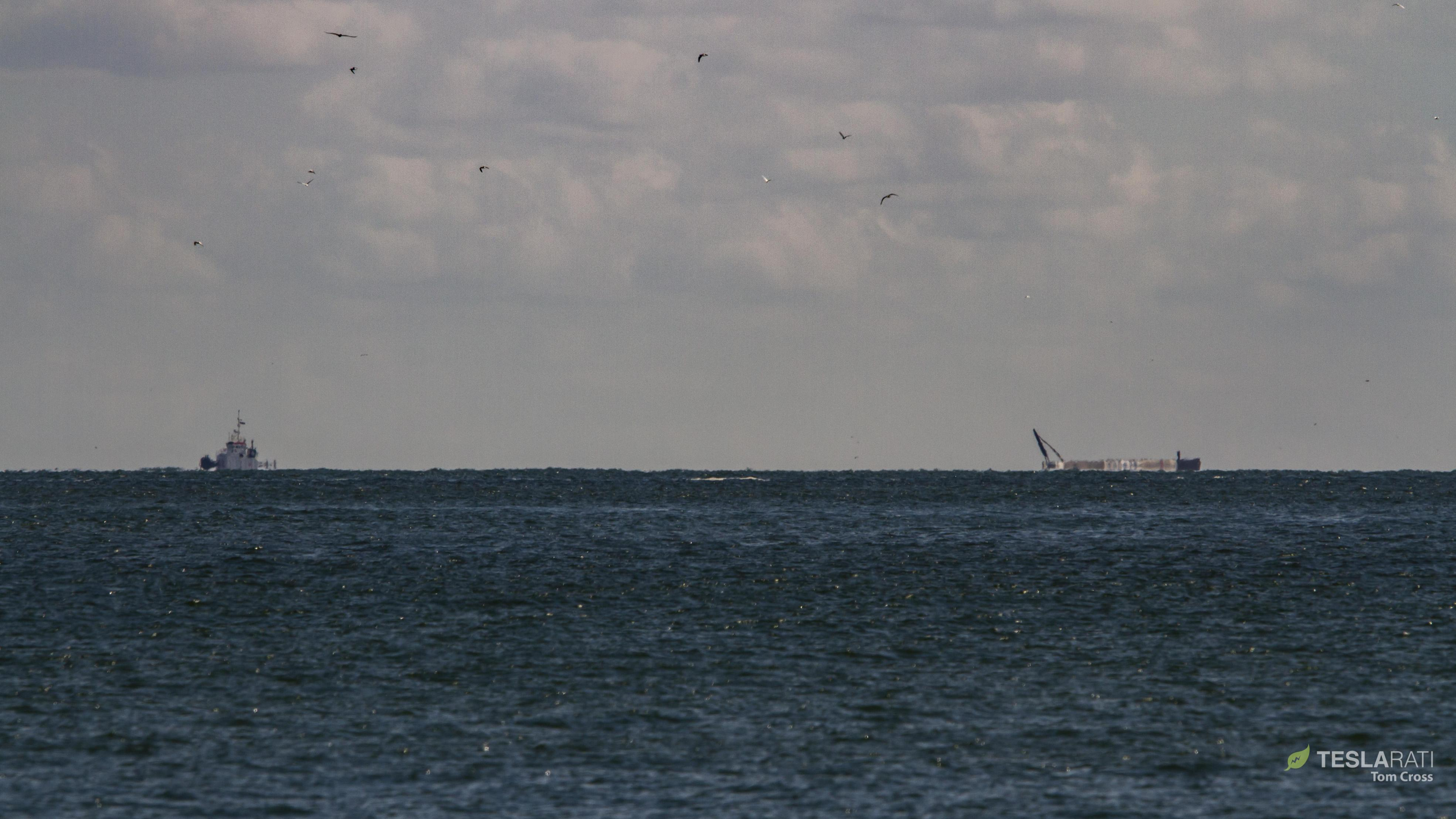 Falcon 9 B1050 at sea 120618 (Tom Cross) horizon 3