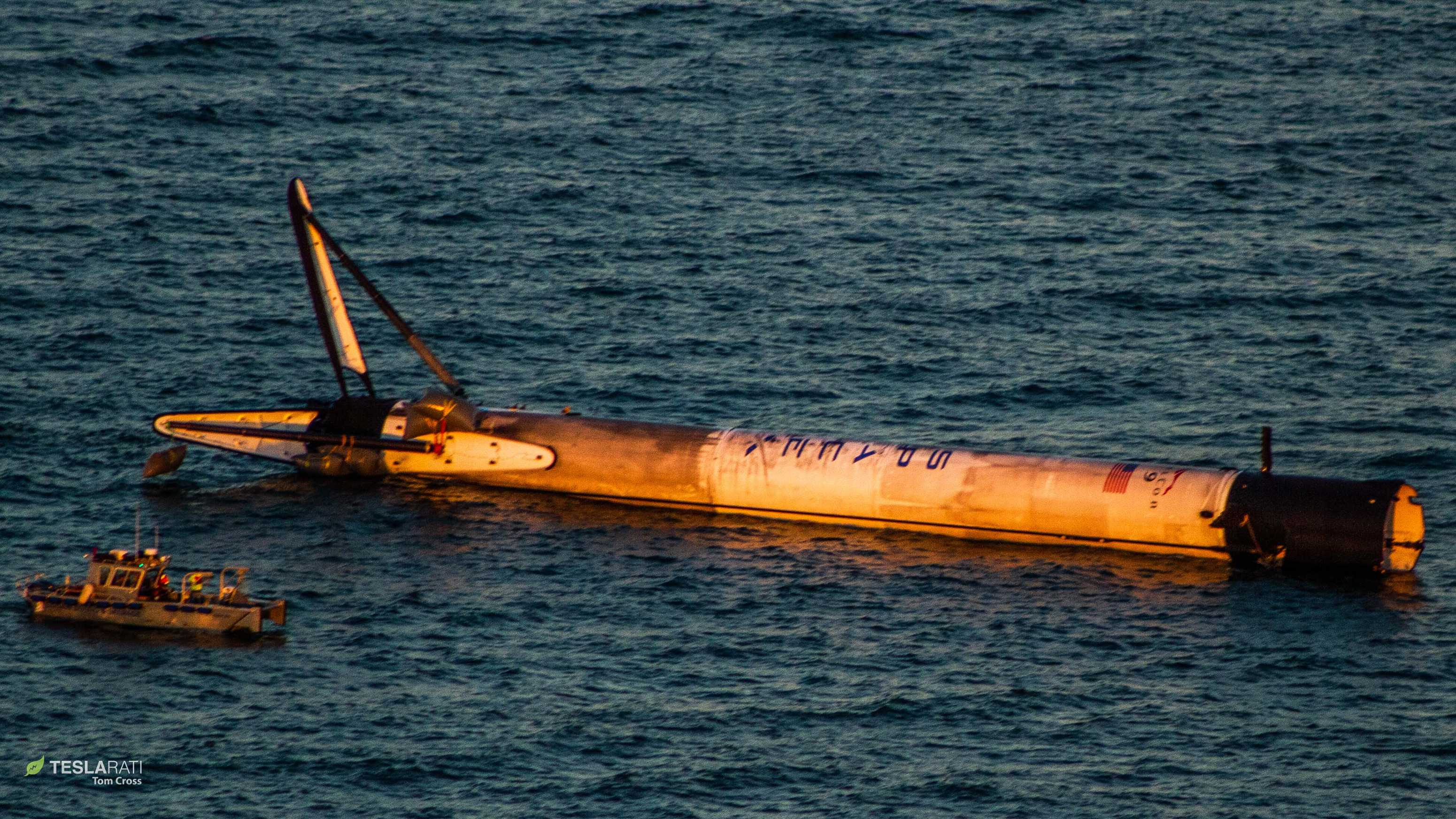 Falcon 9 B1050 at sea 120618 (Tom Cross) overview 2(c)