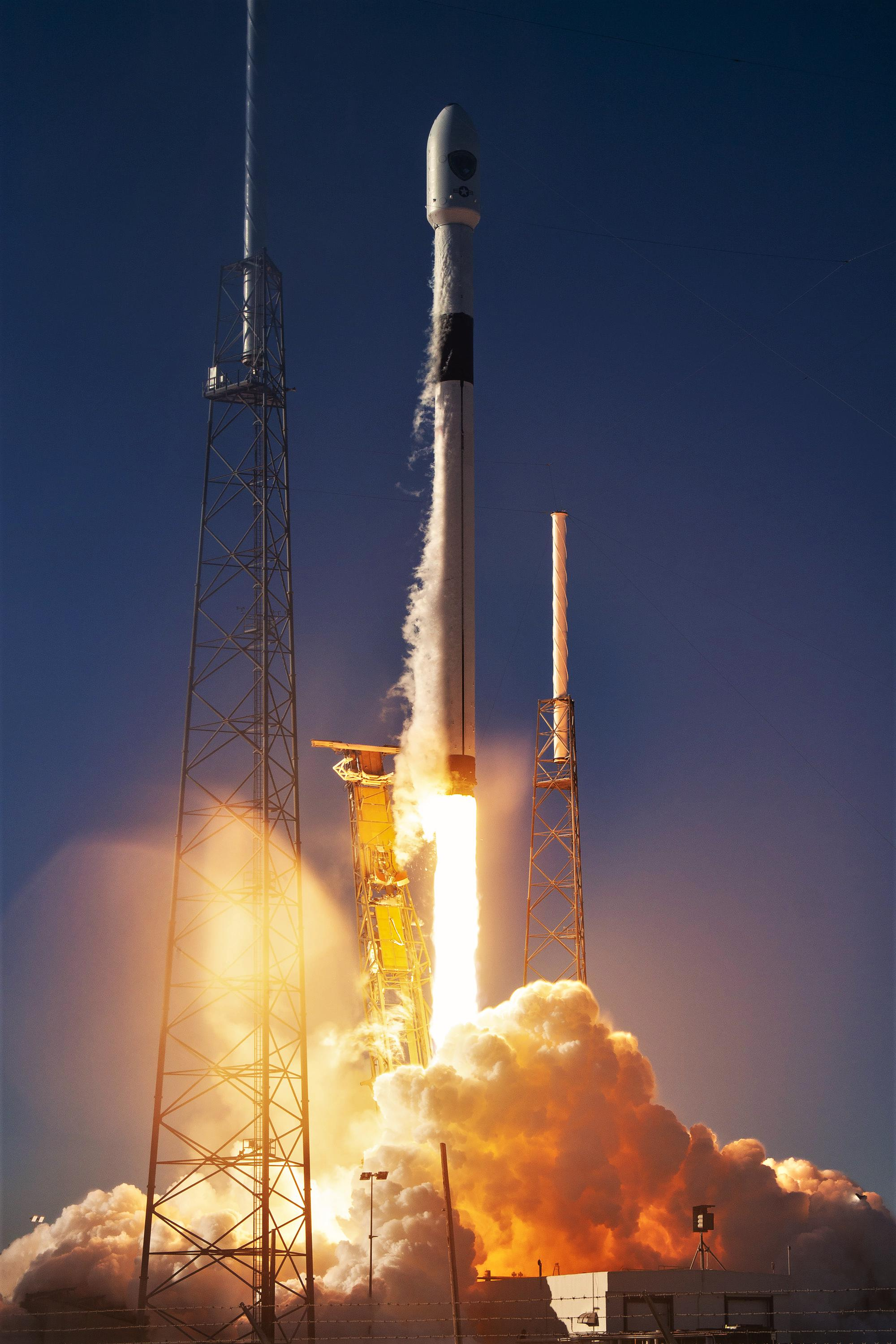 Falcon 9 B1054 GPS III SV01 liftoff (SpaceX) 4(c)