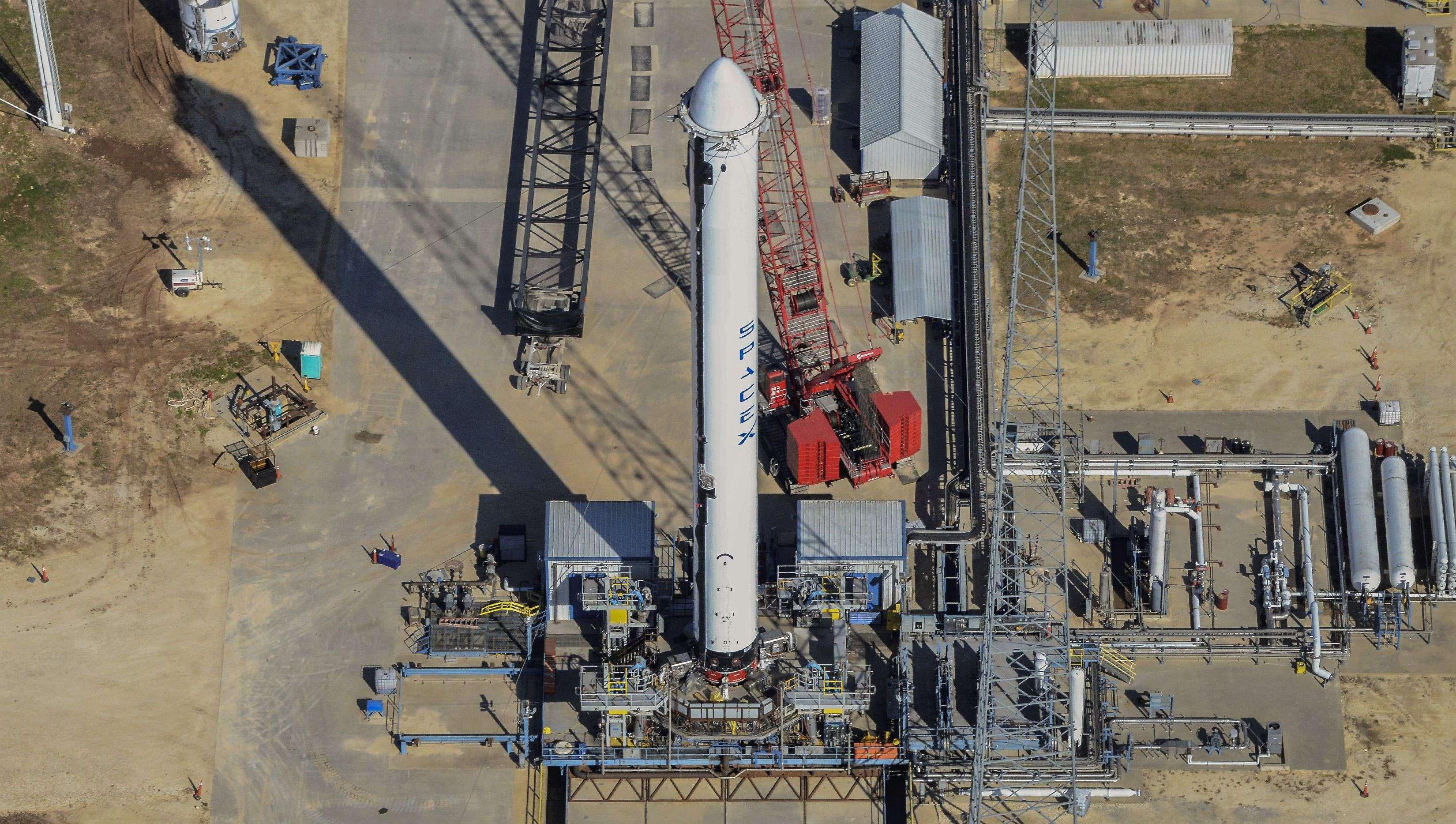 Falcon Heavy Flight 2 side booster 112018 (Teslarati – Aero Photo)