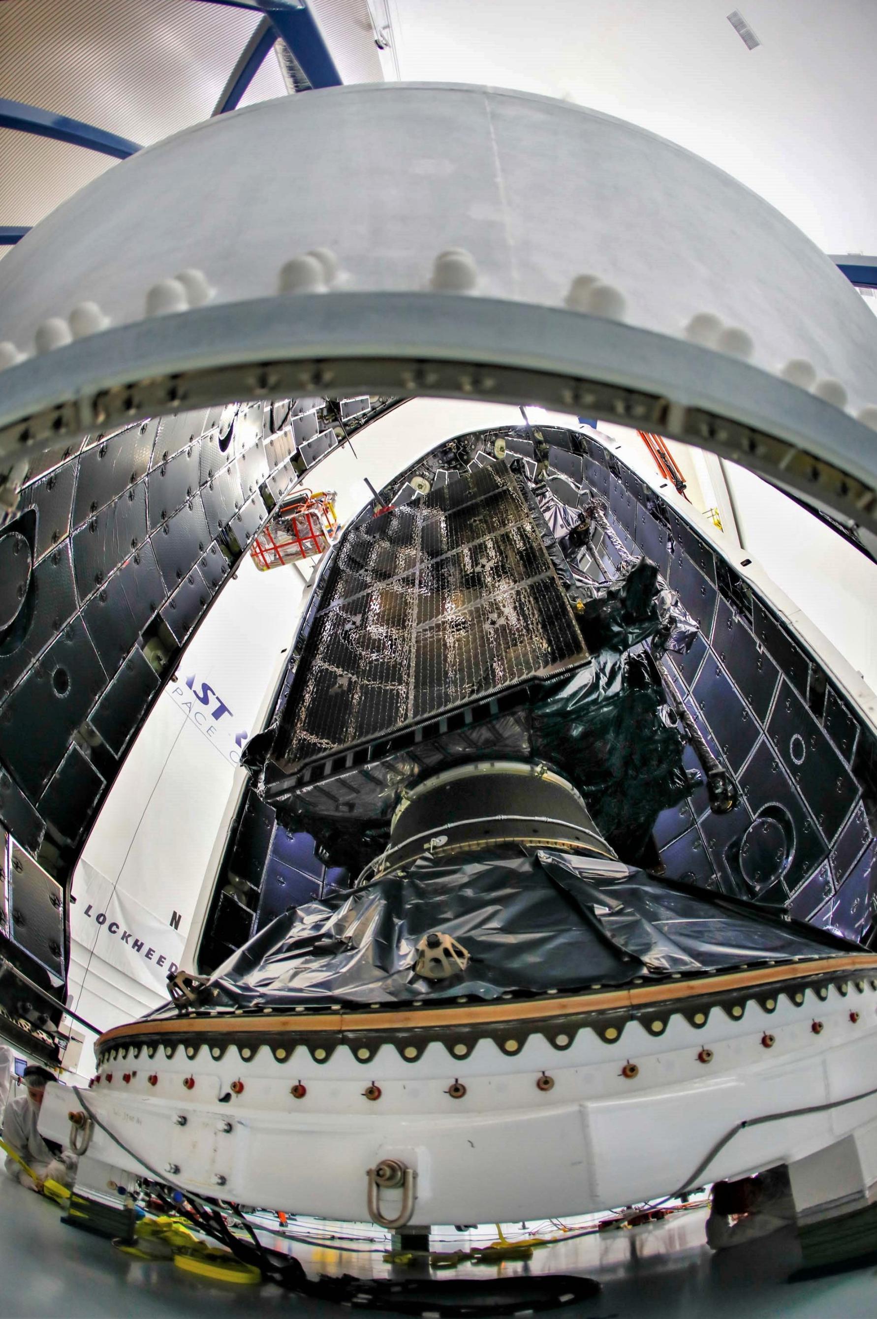 GPS III SV01 Falcon 9 encapsulation 120718 (Lockheed Martin) 1(c)