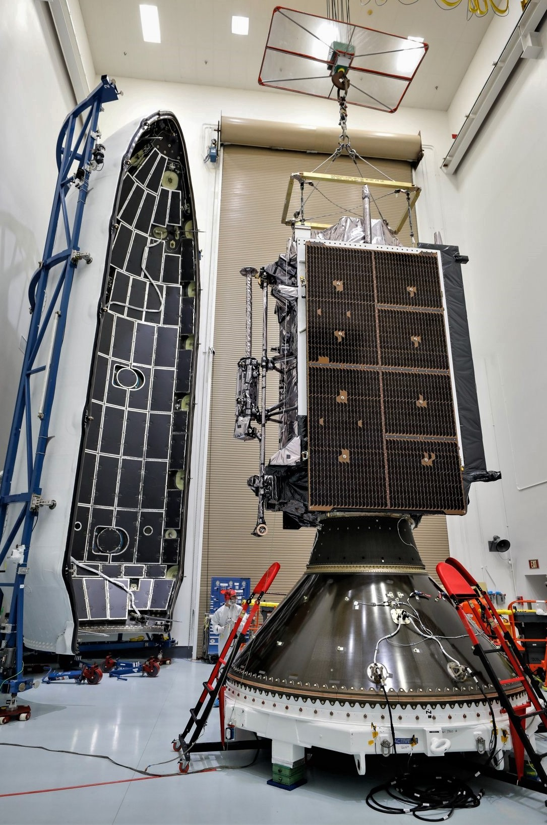 GPS III SV01 Falcon 9 encapsulation 120718 (Lockheed Martin) 3