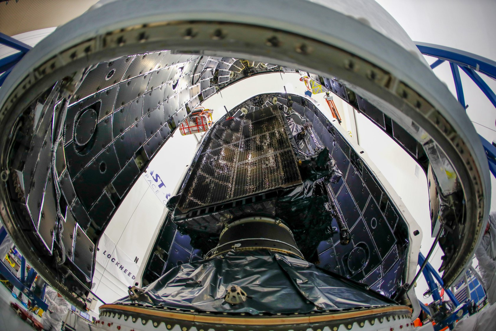 GPS III SV01 Falcon 9 encapsulation 120718 (Lockheed Martin) 4
