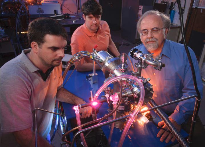 Scientists_cosmic-chamber_NASA-Ames