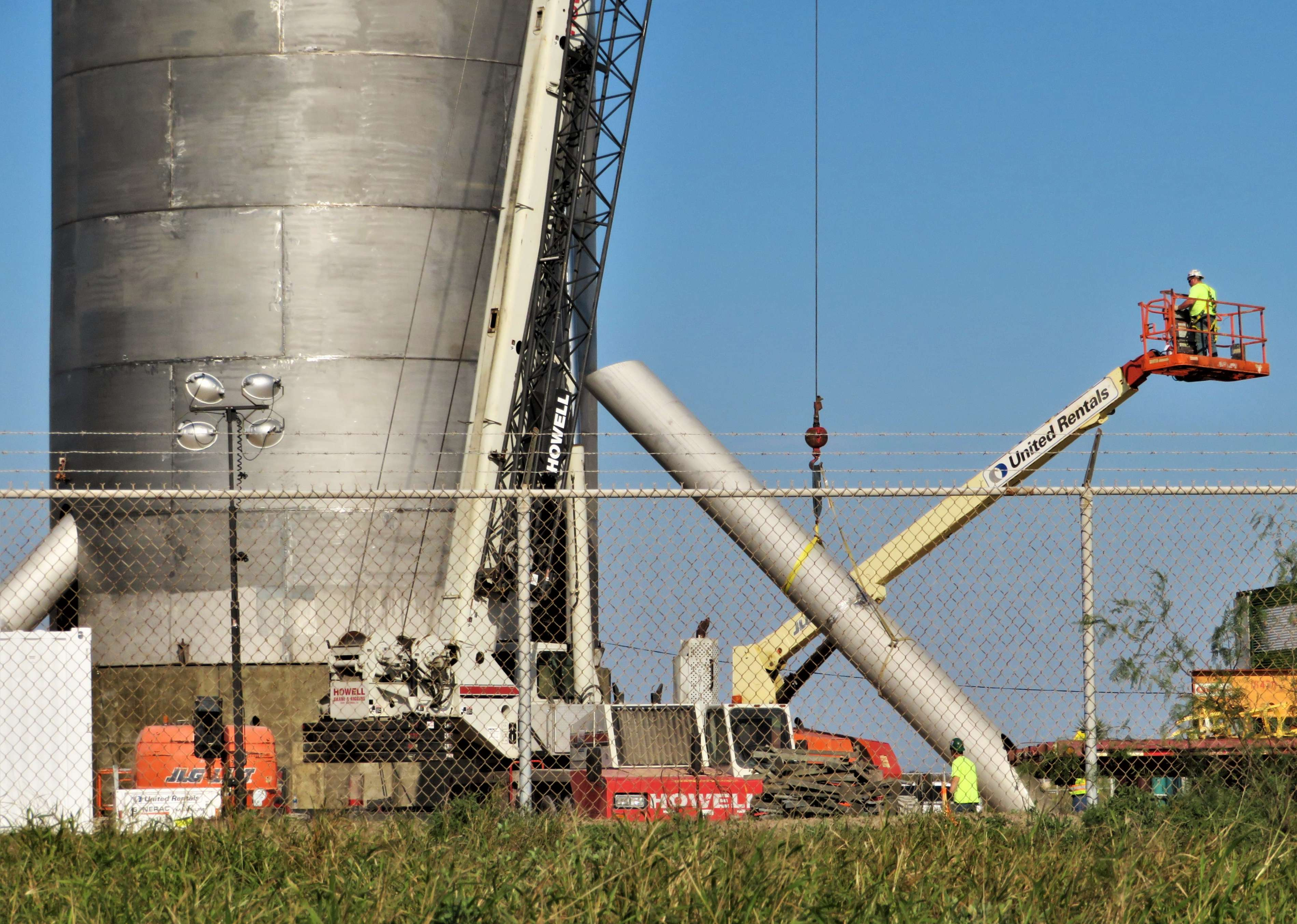 Starship hopper construction (bocachicagal – NASASpaceflight) 1(c)