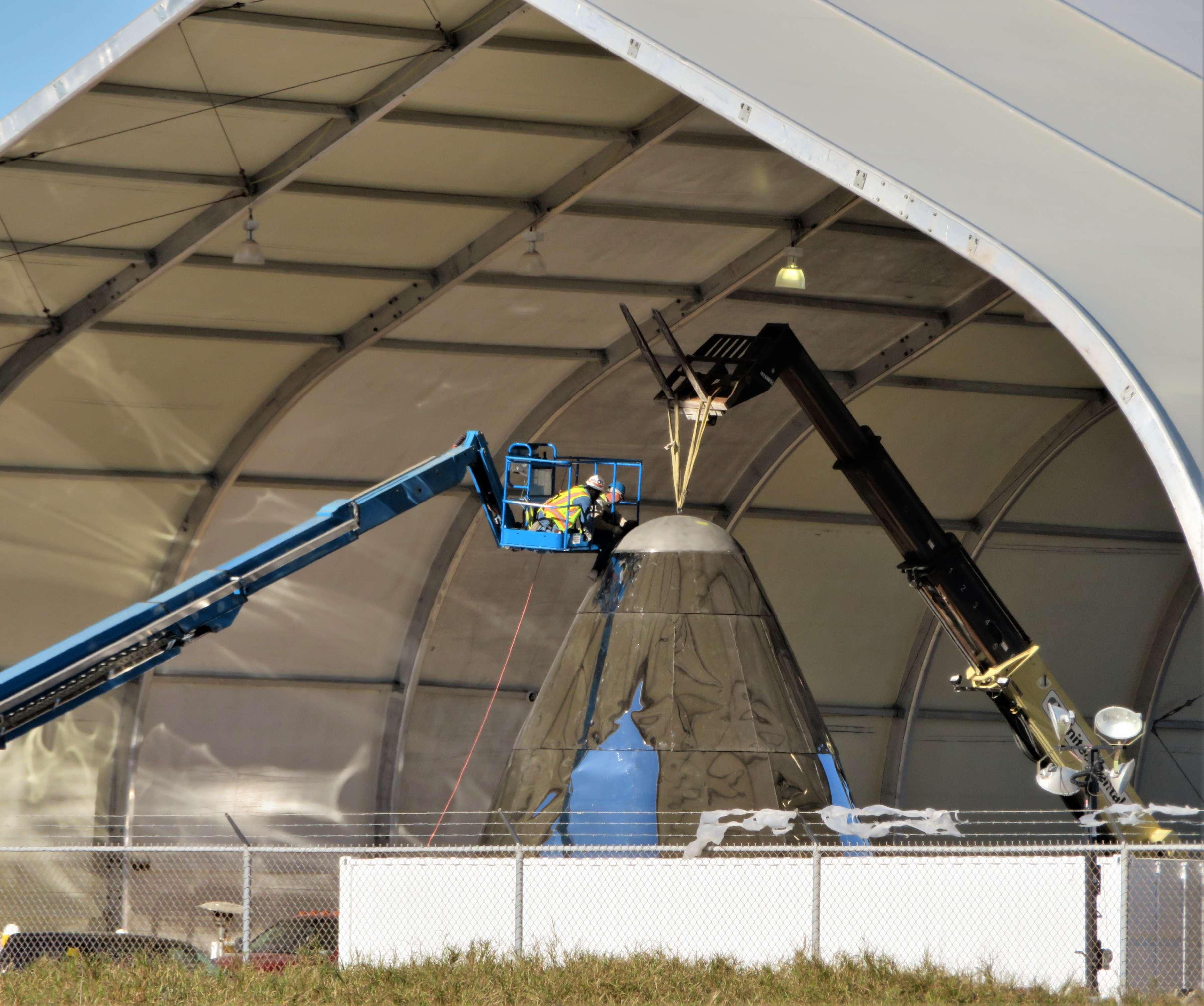 Starship hopper construction (bocachicagal – NASASpaceflight) nosecone 2(c)