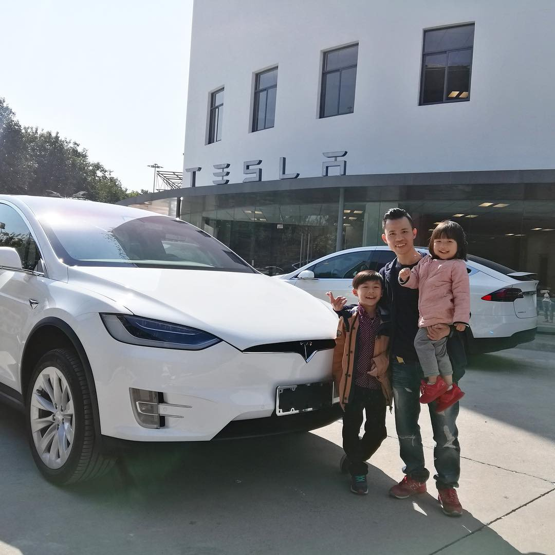 tesla-christmas-delivery-2018-3