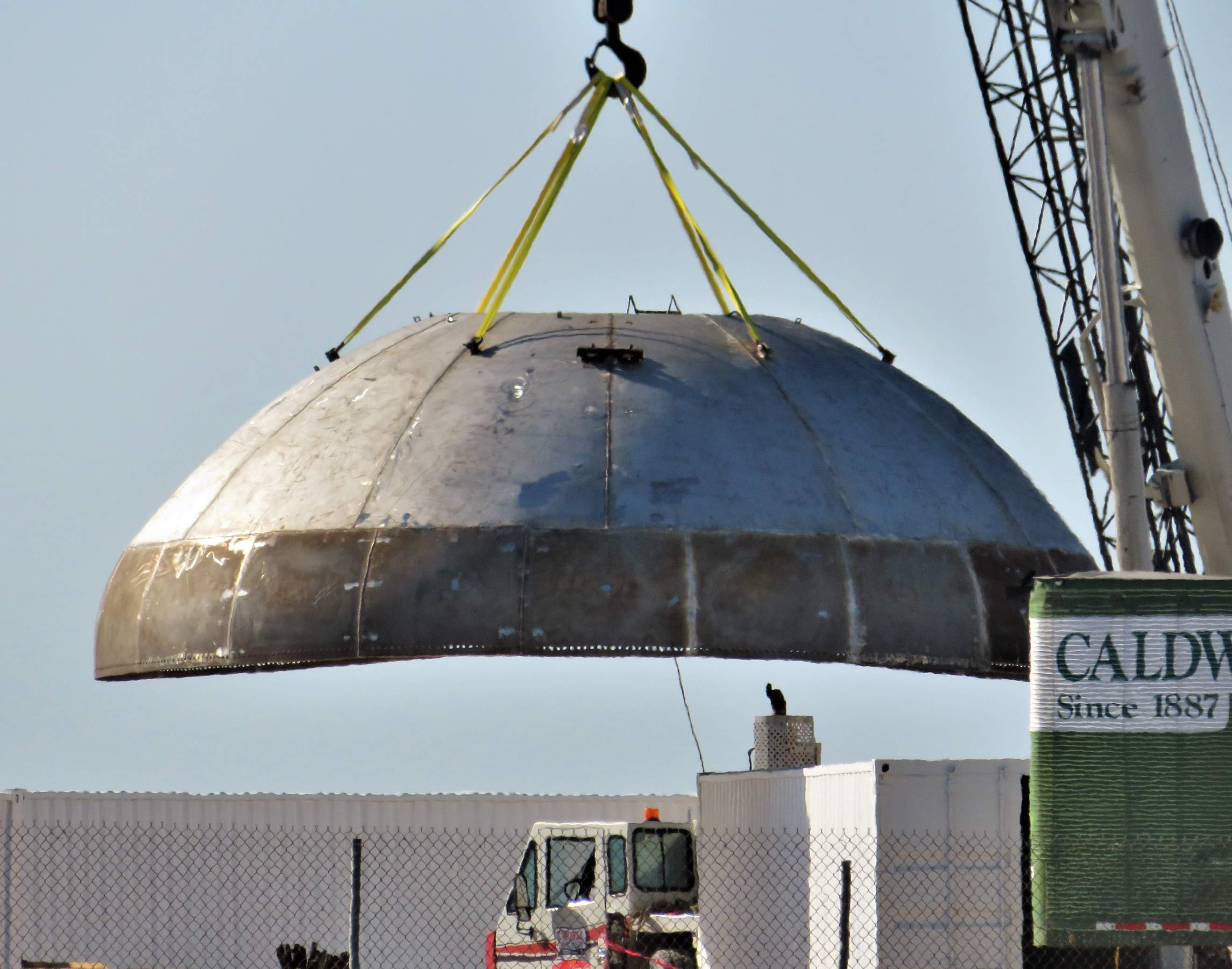 Boca Chica Starship final dome install 012419 (NASASpaceflight – bocachicagal) 1 (c)