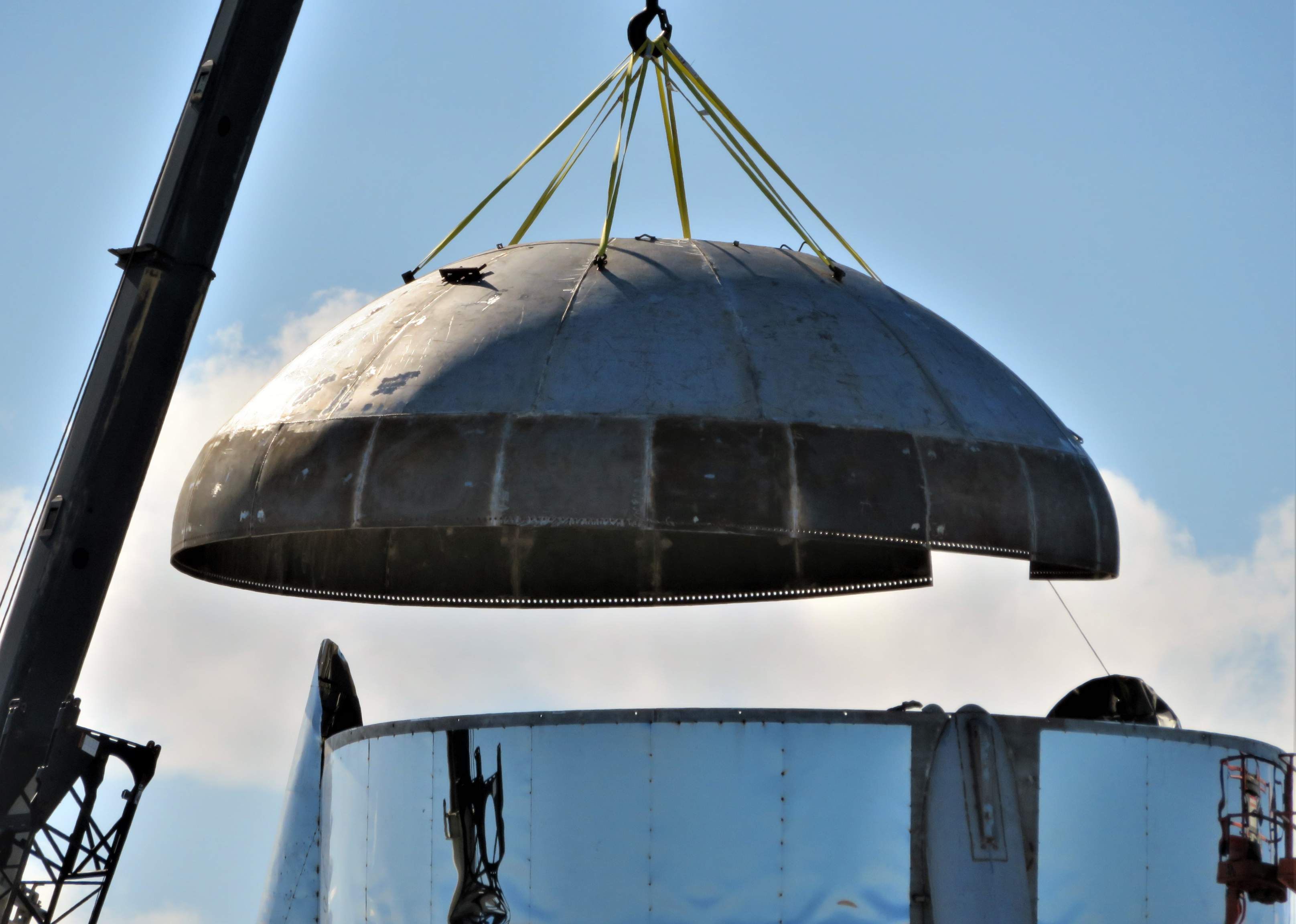 Boca Chica Starship final dome install 012419 (NASASpaceflight – bocachicagal) 2 (c)