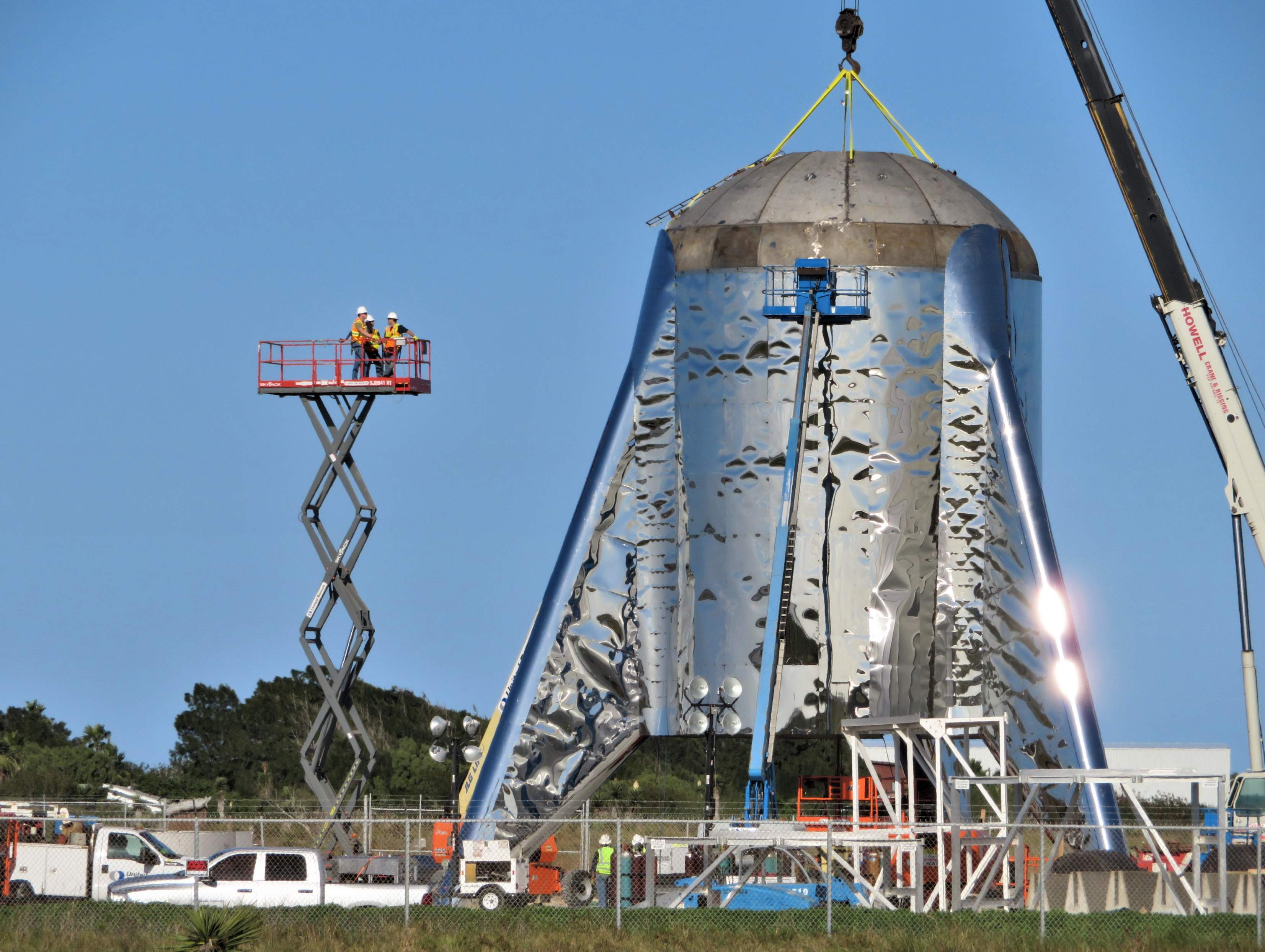 Boca Chica Starship final dome install 012419 (NASASpaceflight – bocachicagal) 3 (c)