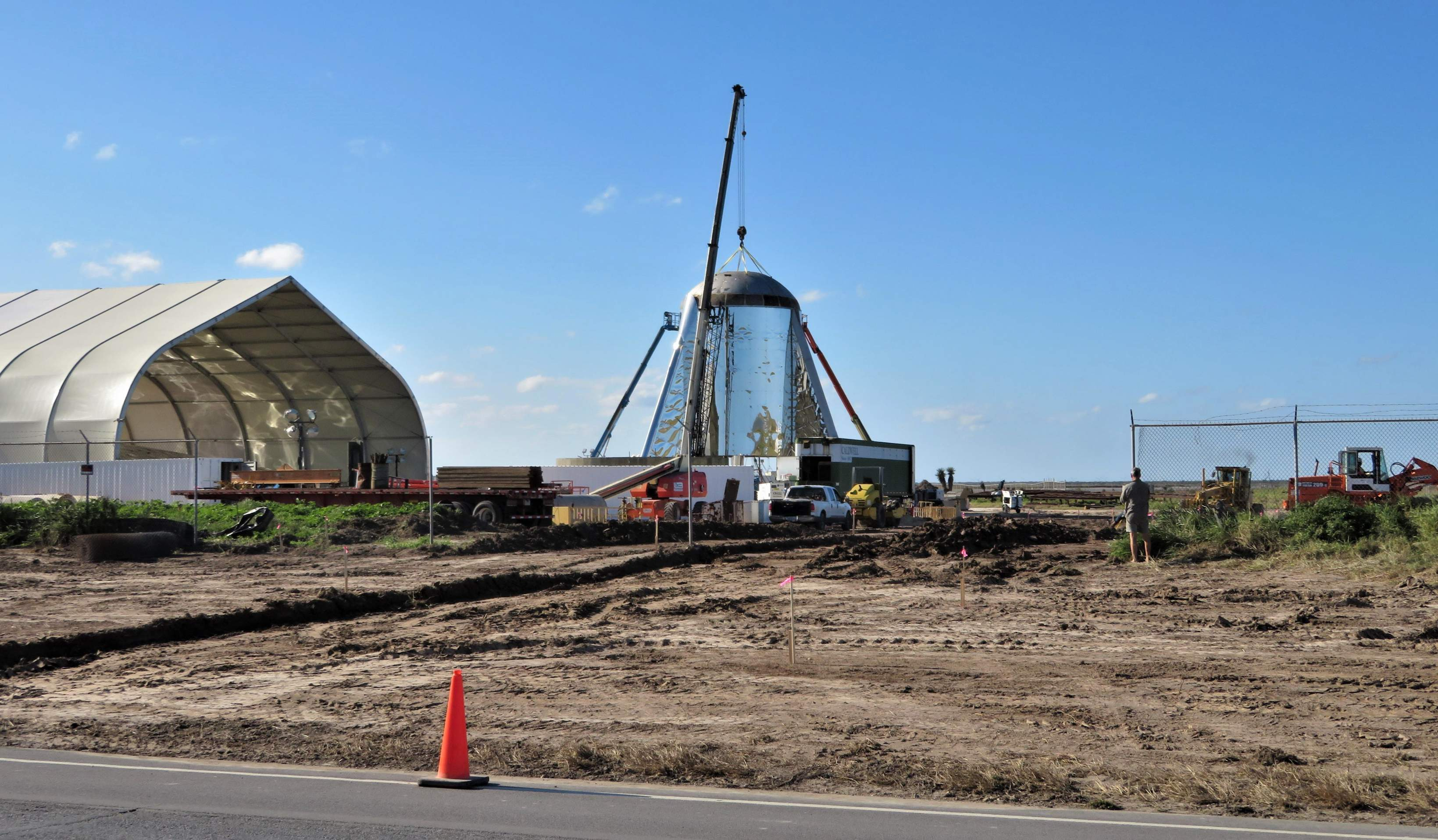 Boca Chica Starship final dome install 012519 (NASASpaceflight – bocachicagal) (c)
