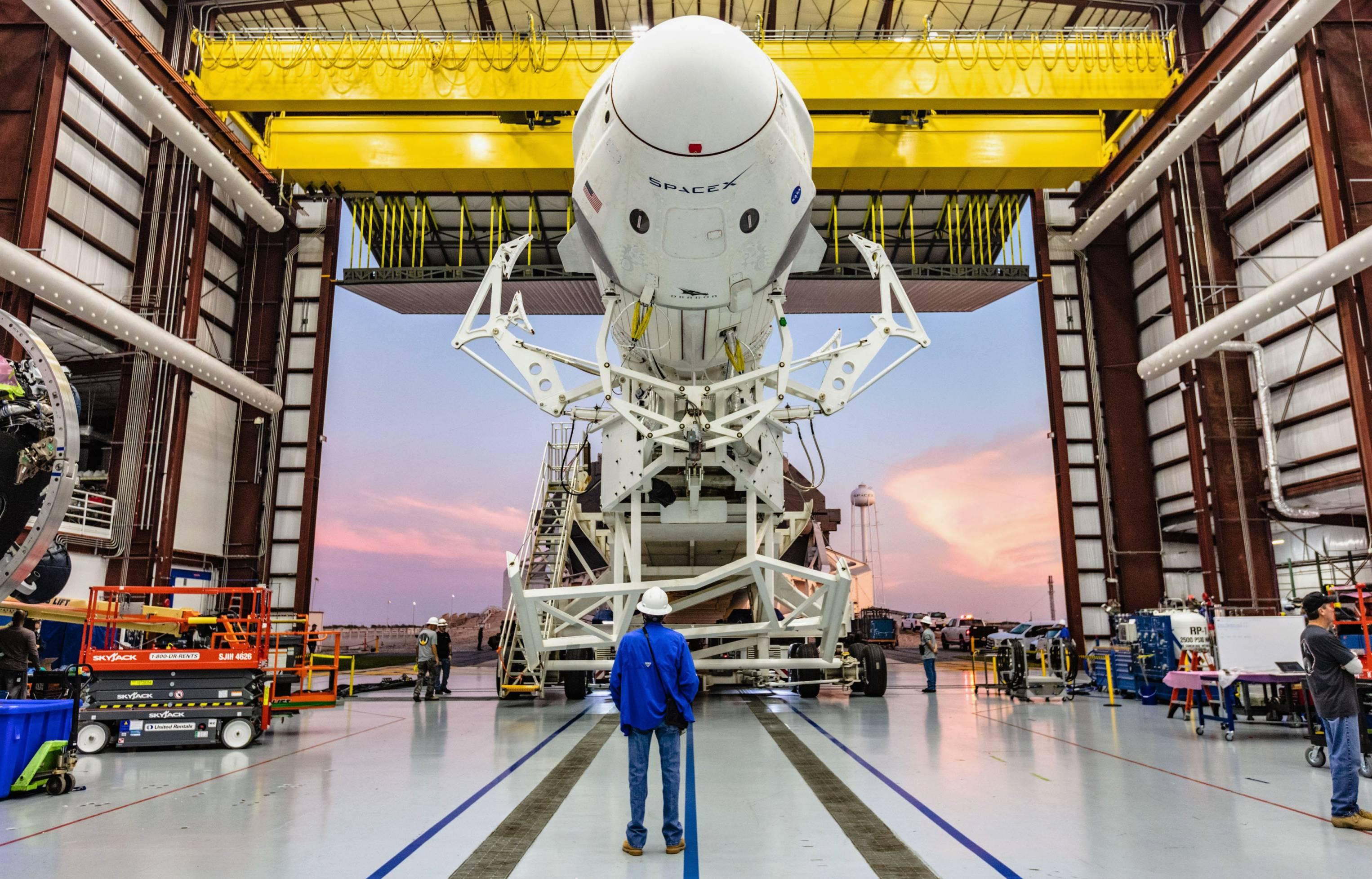 Crew Dragon DM-1 Falcon 9 B1051 rollout (SpaceX) 1(c)