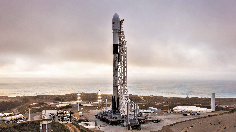 Falcon 9 B1049 Iridium-8 vertical (SpaceX)(c)