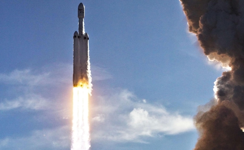 Falcon Heavy takes flight 3 (Tom Cross) edit