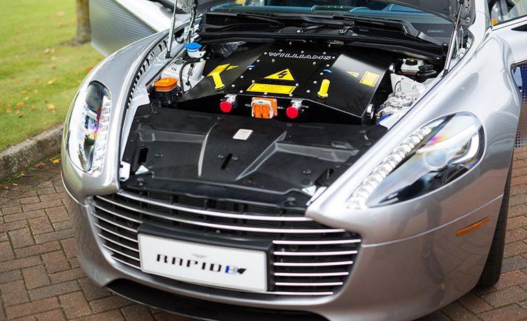 aston-martin-rapide-prototype-motor