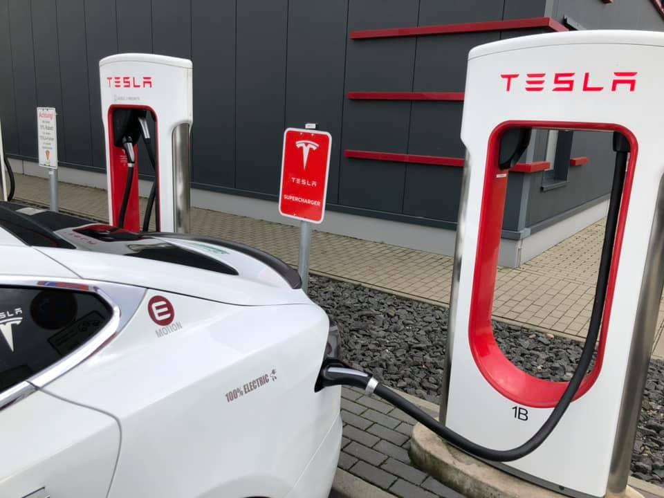 tesla-ccs-supercharger-3