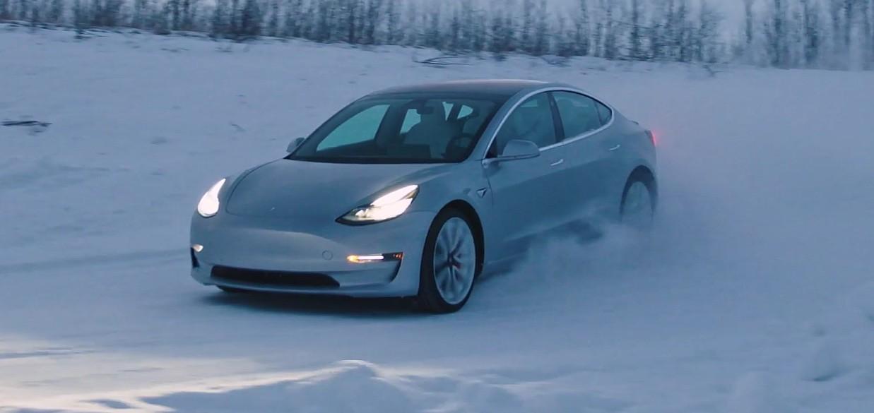 tesla-model-3-ice-driving (1)