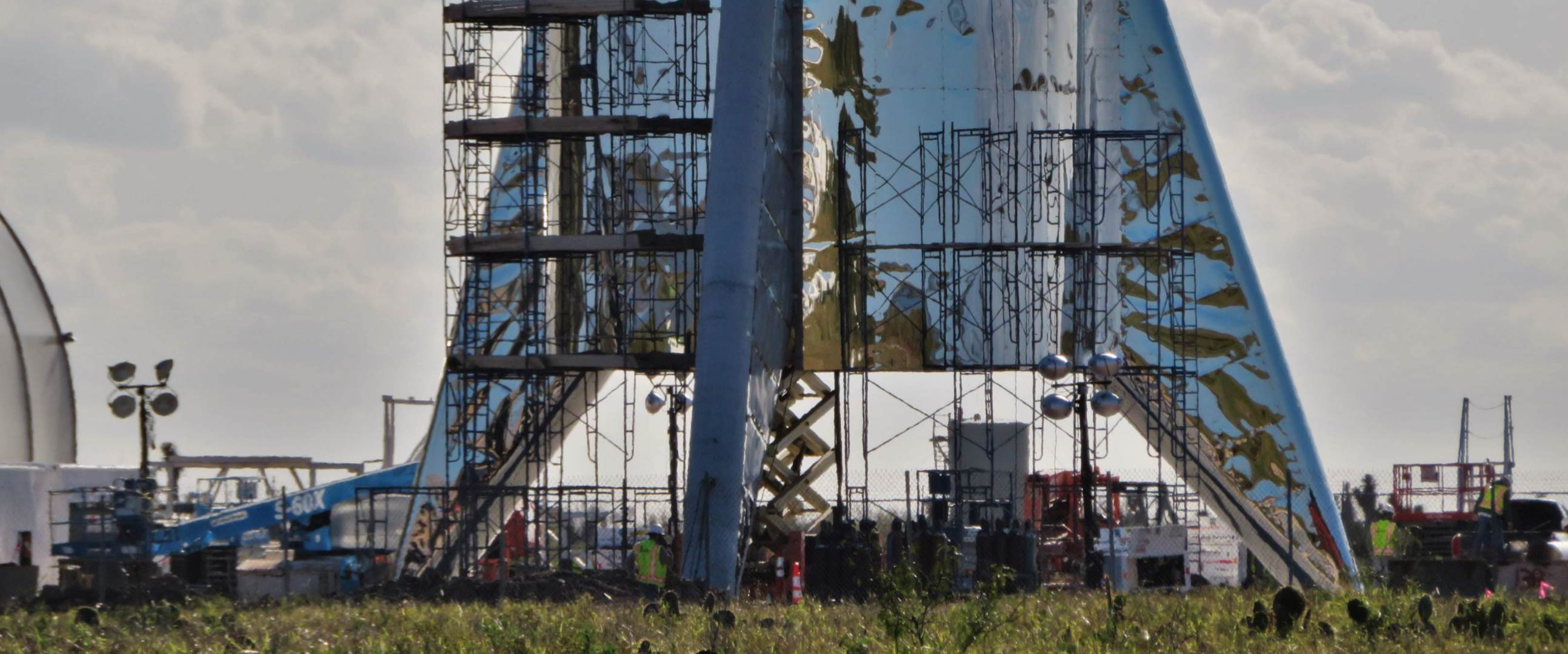 Boca Chica Starship dome work 012719 (NASASpaceflight – bocachicagal) 2 crop (c)