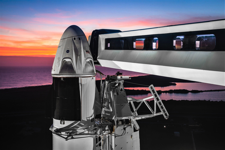 Crew Dragon DM-1 Falcon 9 B1051 Jan 2019 sunset (SpaceX) 1
