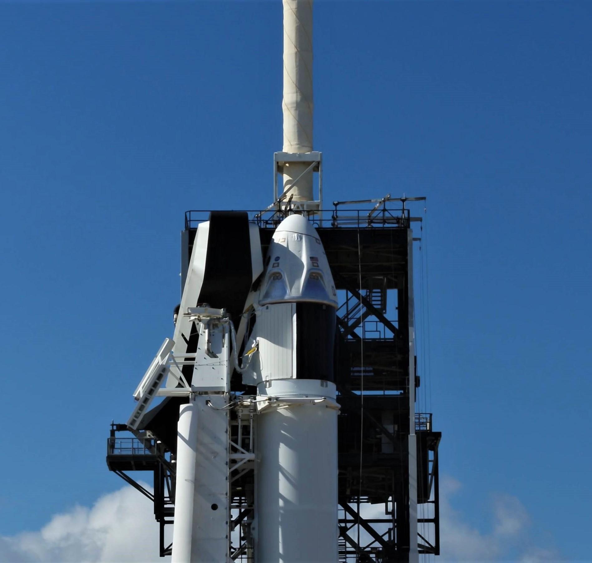 Crew Dragon Falcon 9 DM-1 vertical 39A (SpaceX) 12 crop