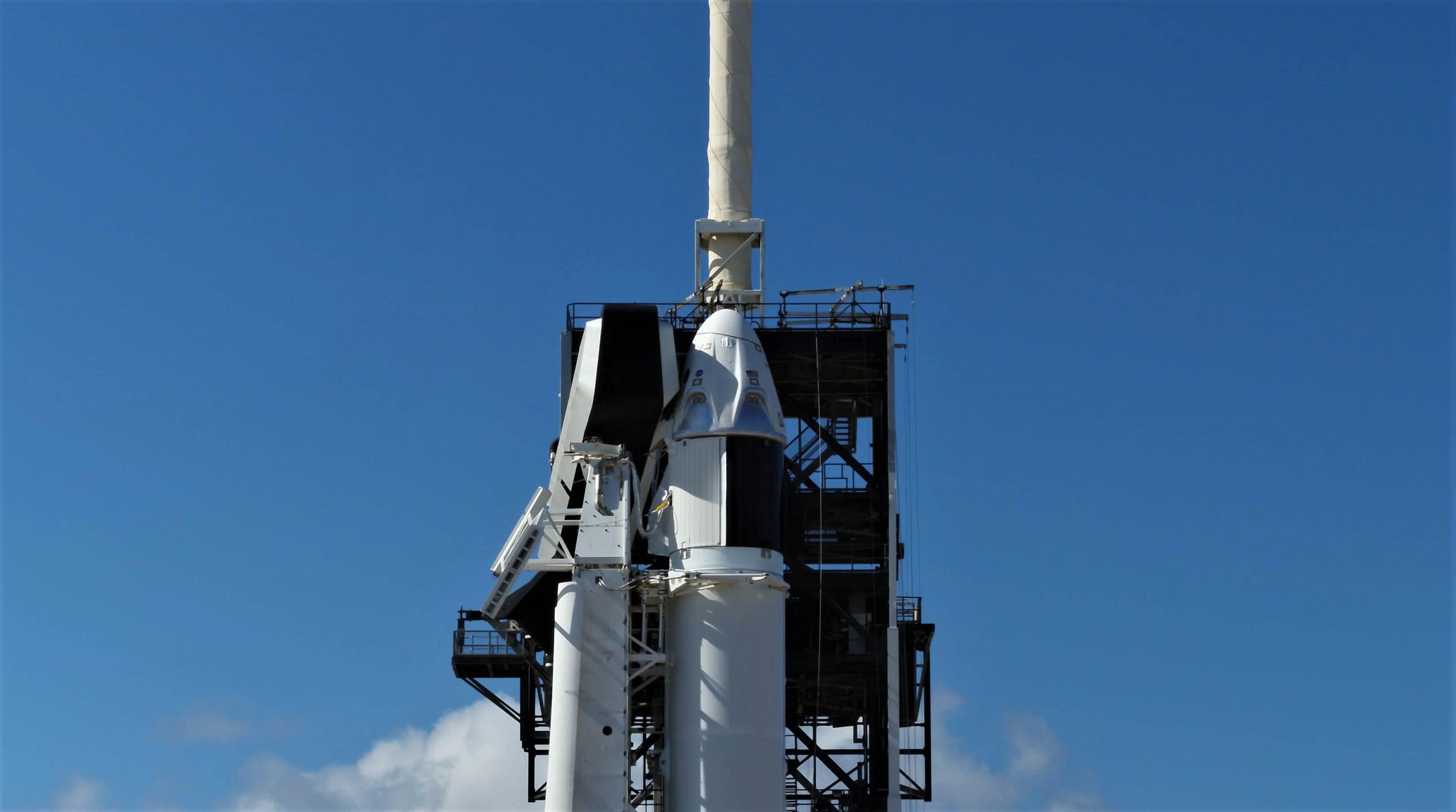 Crew Dragon Falcon 9 DM-1 vertical 39A (SpaceX) 12