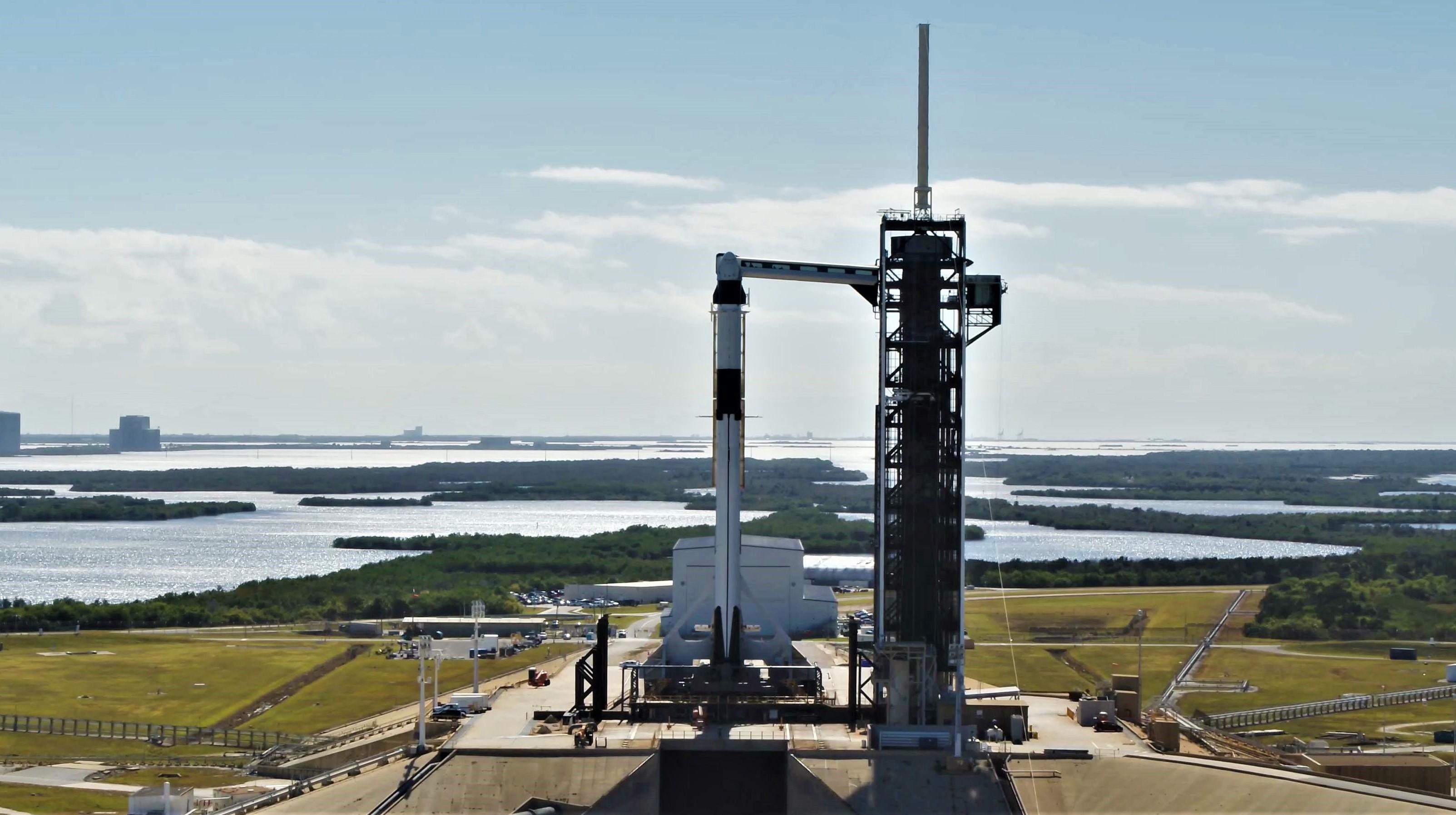 Crew Dragon Falcon 9 DM-1 vertical 39A (SpaceX) 16