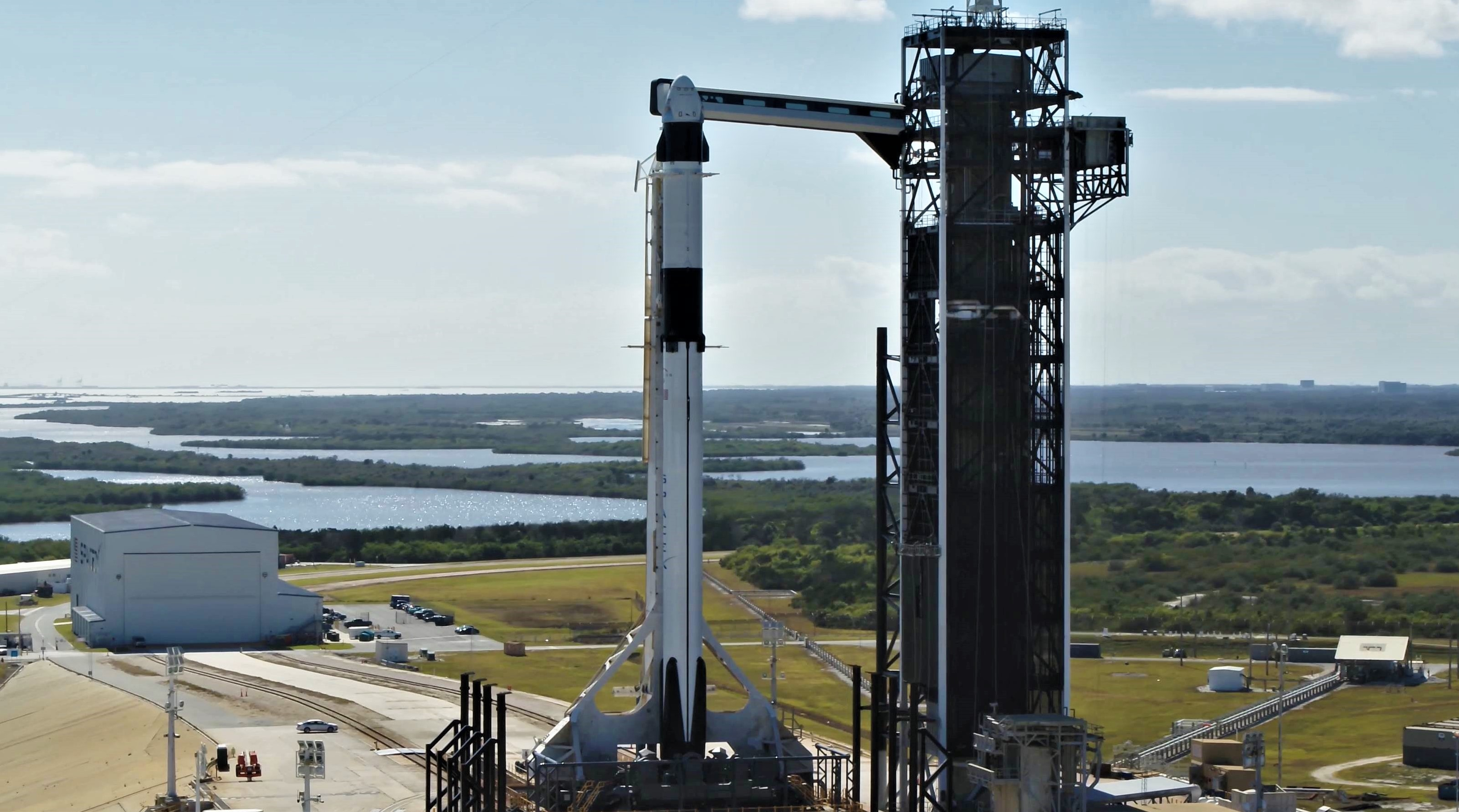 Crew Dragon Falcon 9 DM-1 vertical 39A (SpaceX) 2
