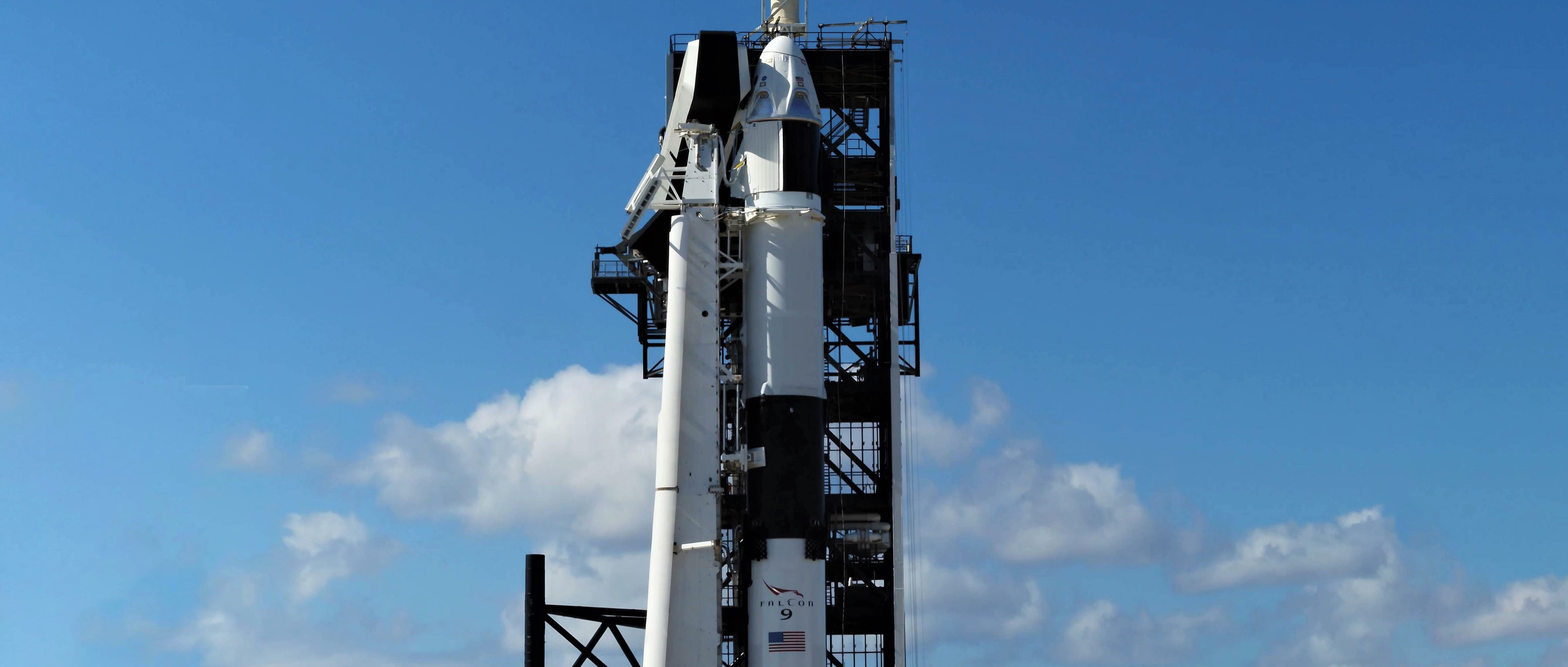 Crew Dragon Falcon 9 DM-1 vertical 39A (SpaceX) pano 1 crop