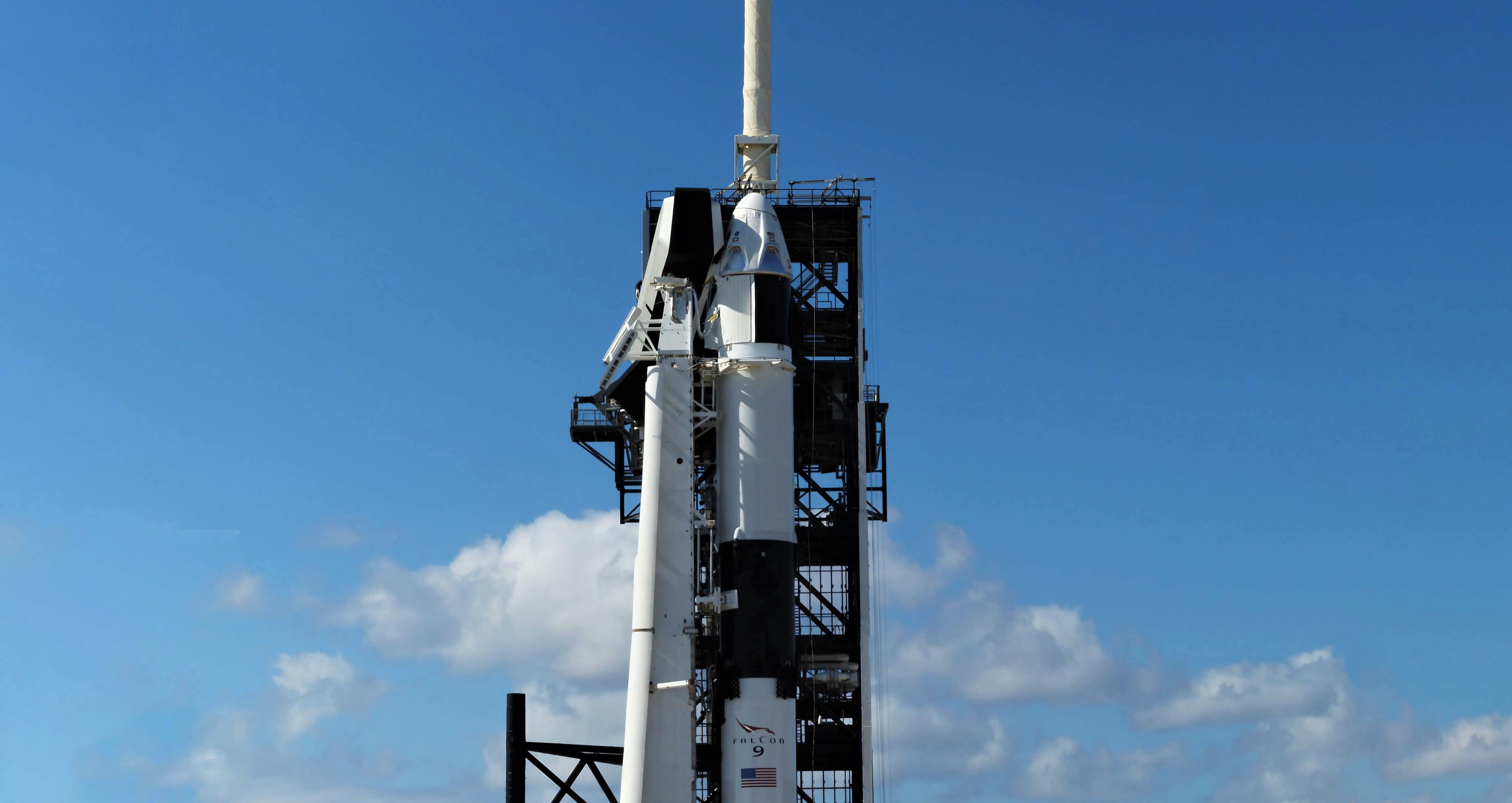 Crew Dragon Falcon 9 DM-1 vertical 39A (SpaceX) pano 1
