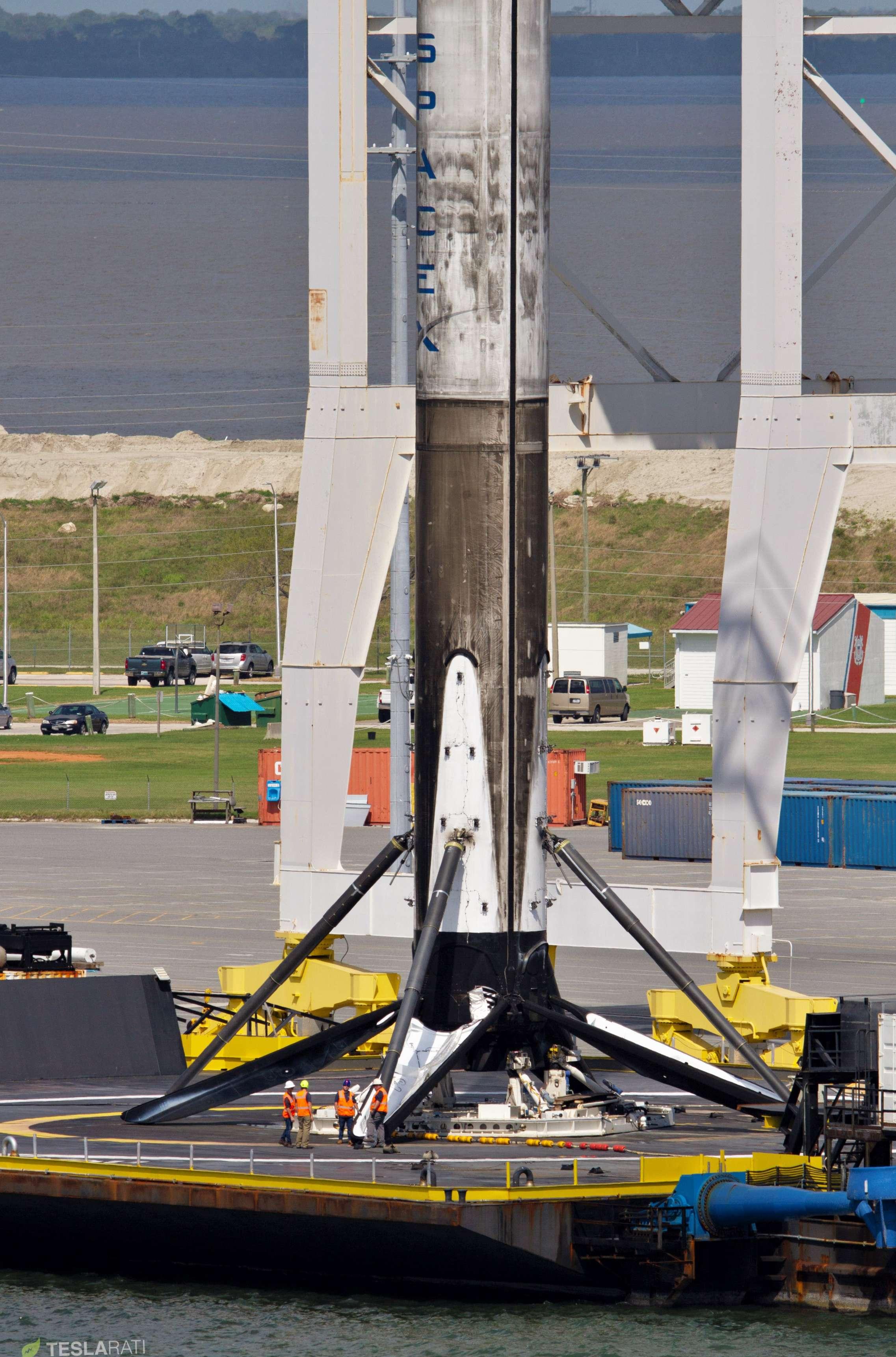 Falcon 9 B1048 PSN-6 OCISLY return 022419 (Tom Cross) 10 (c)