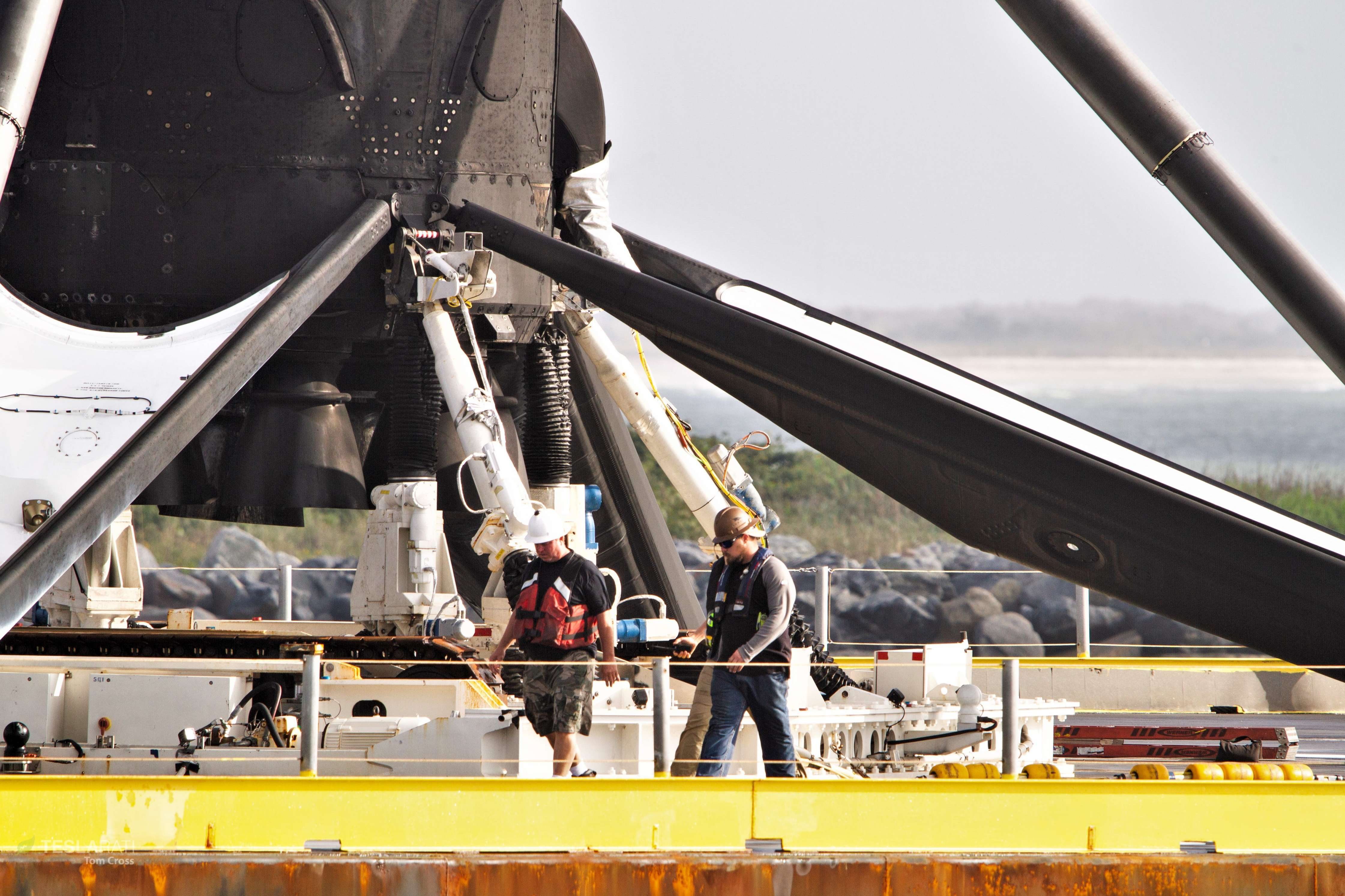 Falcon 9 B1048 PSN-6 OCISLY return 022419 (Tom Cross) 4 (c)