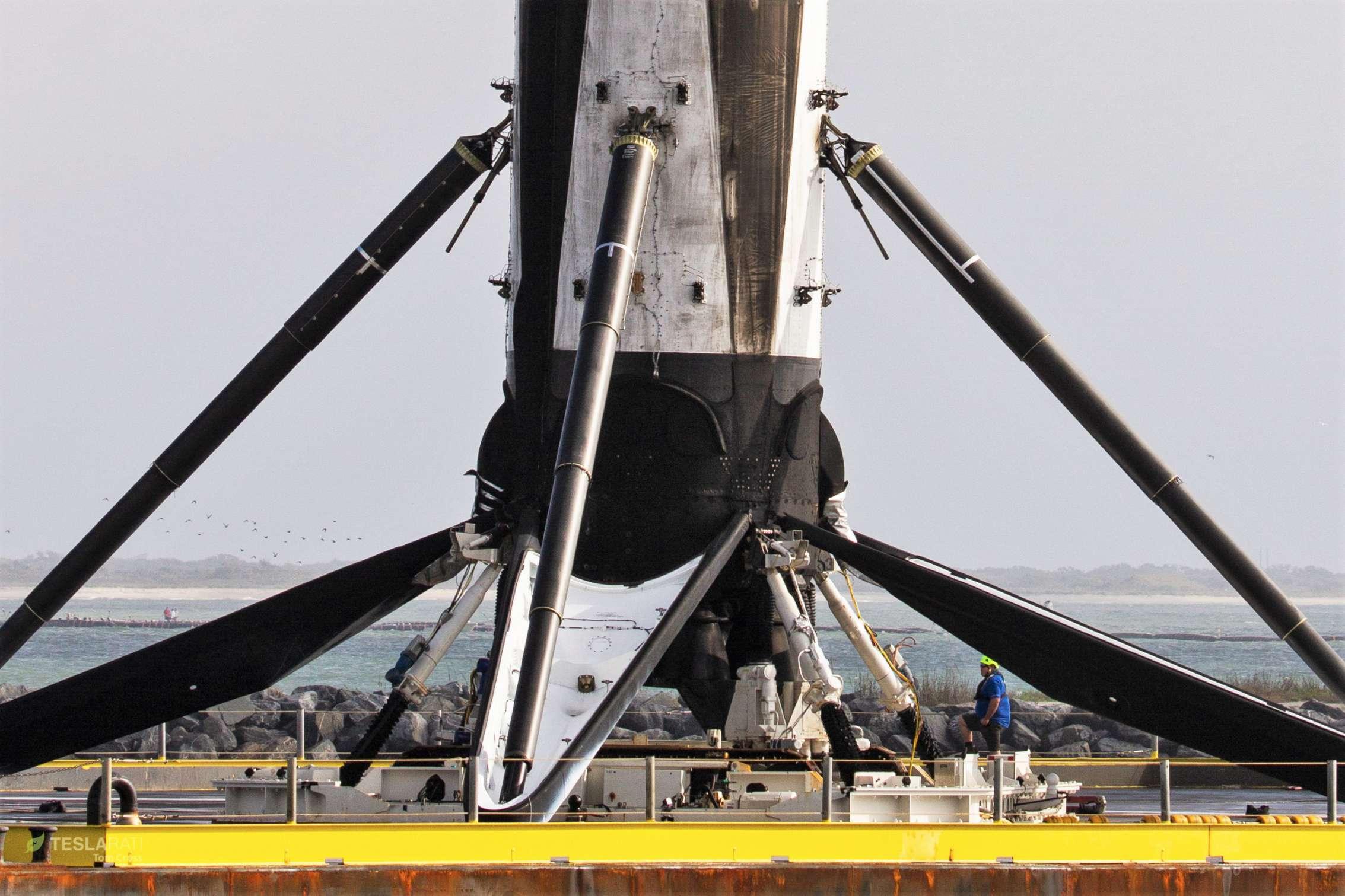 Falcon 9 B1048 PSN-6 OCISLY return 022419 (Tom Cross) 5 (c)