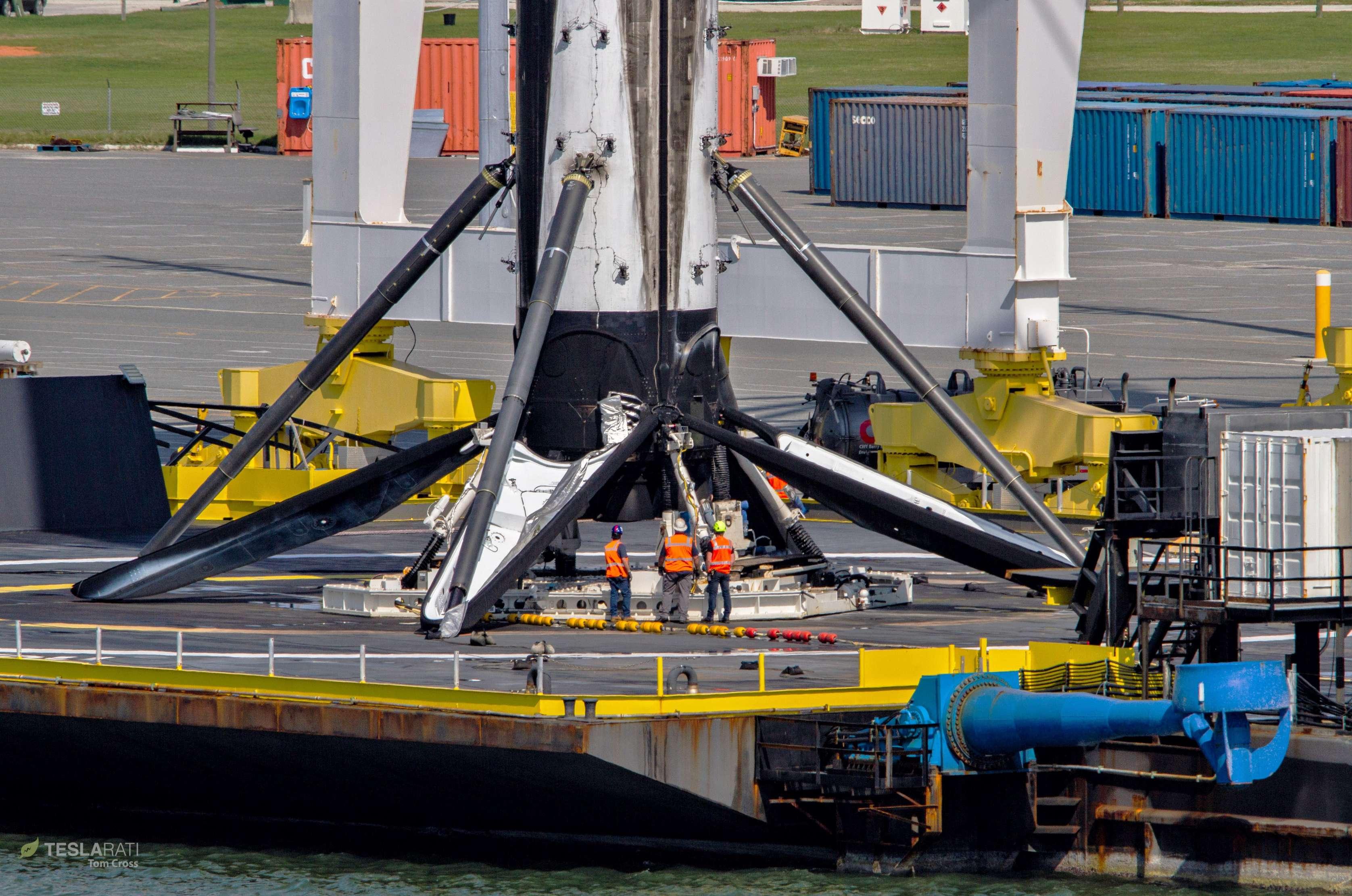 Falcon 9 B1048 PSN-6 OCISLY return 022419 (Tom Cross) 8 (c)