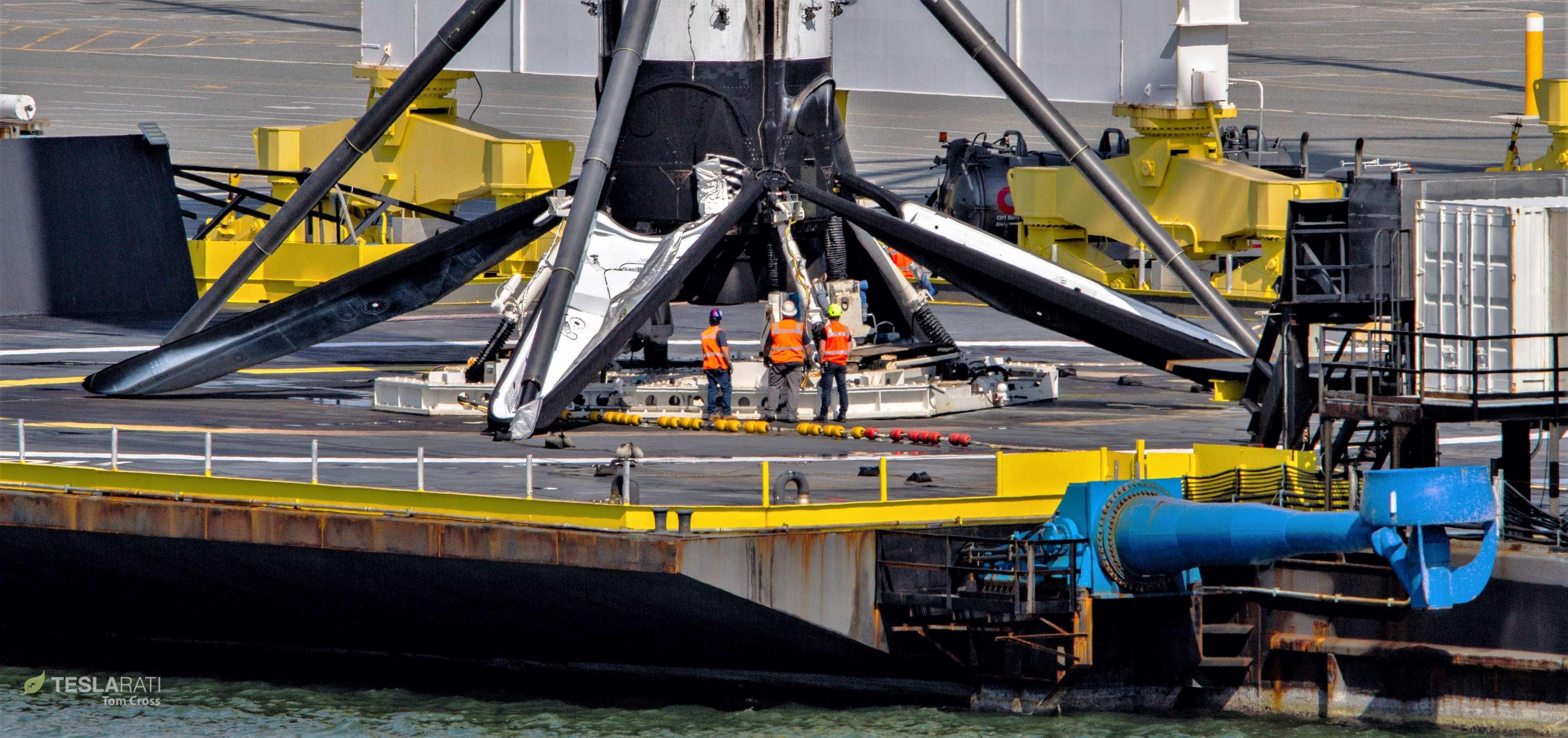 Falcon 9 B1048 PSN-6 OCISLY return 022419 (Tom Cross) 8 crop (c)