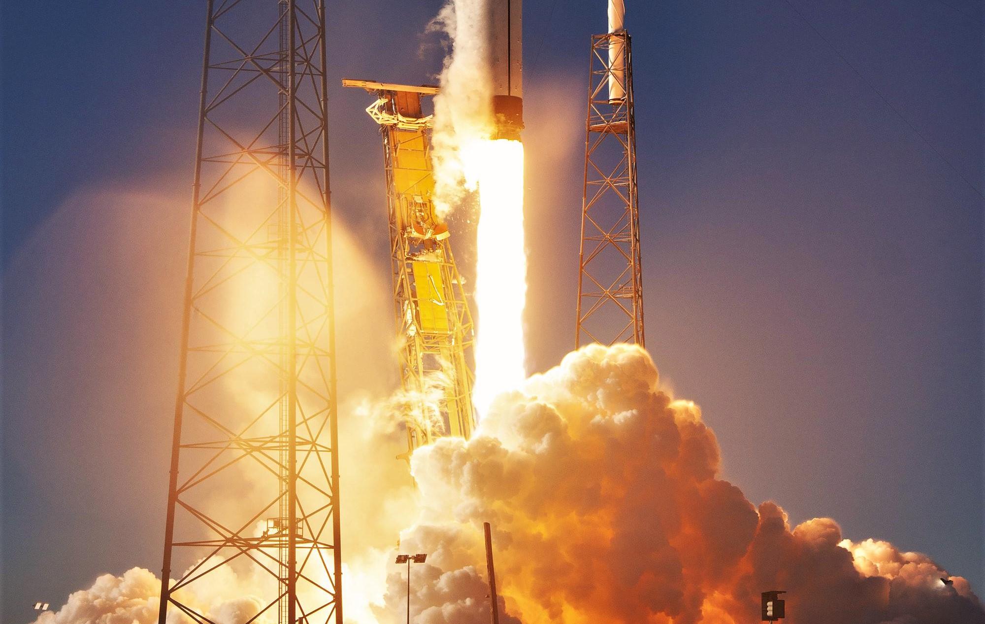 Falcon 9 B1054 GPS III SV01 liftoff (SpaceX) 4(c) 2