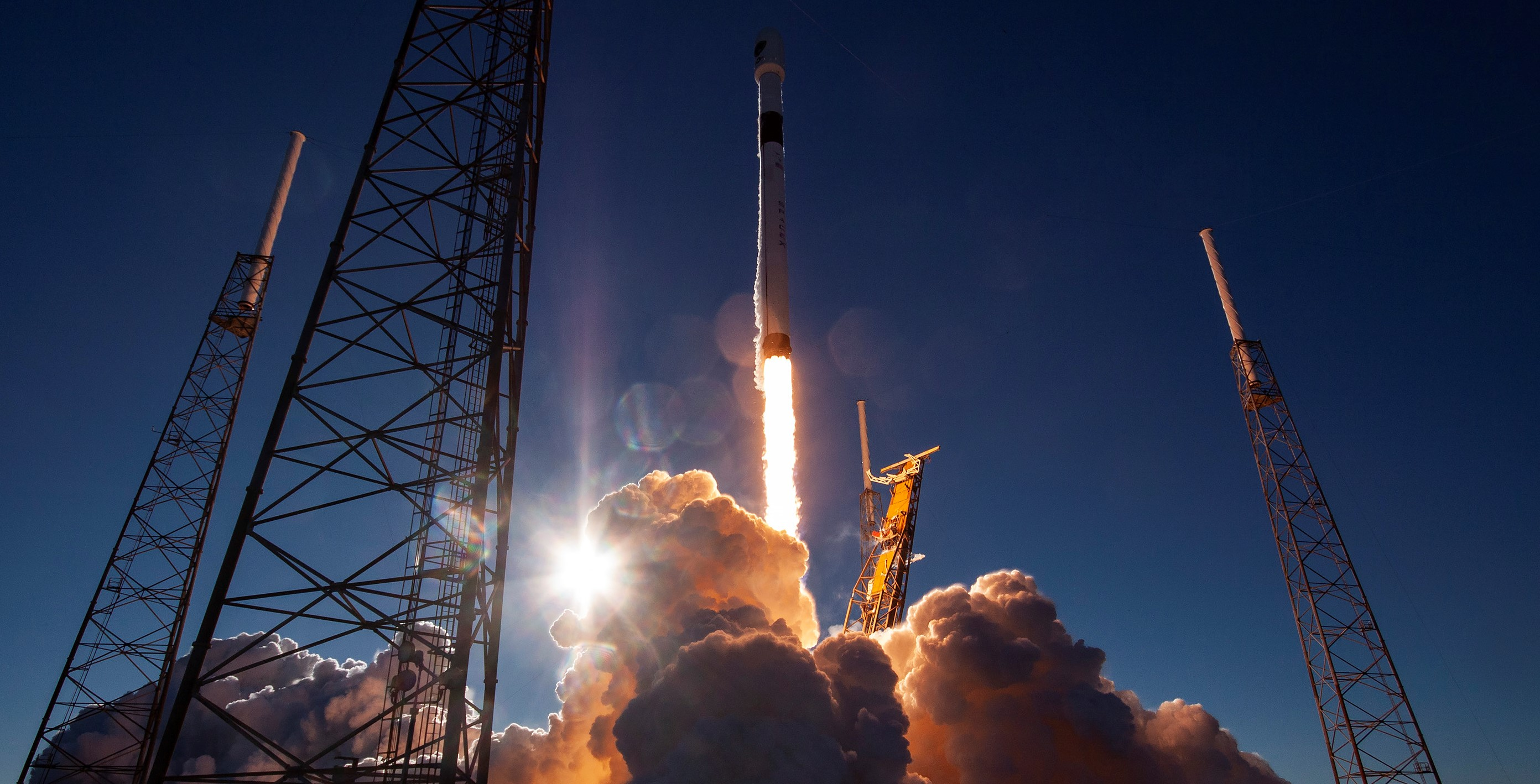 Falcon 9 B1054 GPS III SV01 liftoff (SpaceX) 5 crop 2